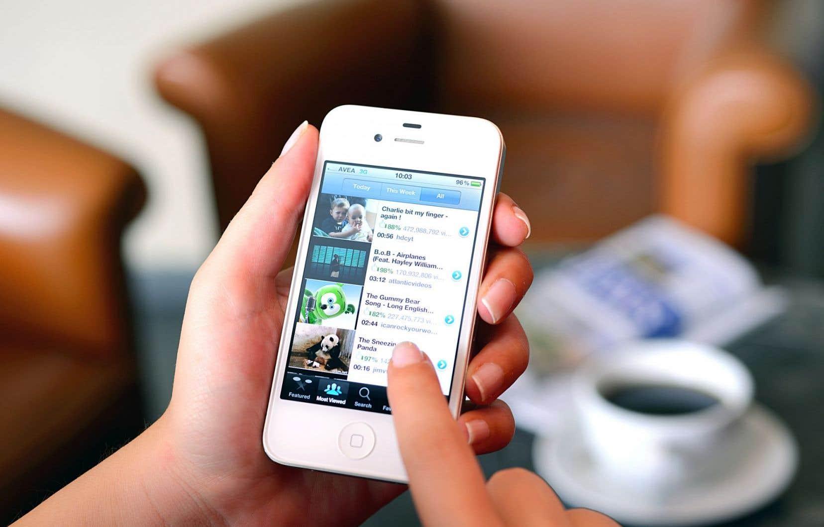 Les jeunes se sont adaptés au nouvel environnement: ils sont devenus hyperconnectés, capables d'interagir sur plusieurs réseaux à la fois.