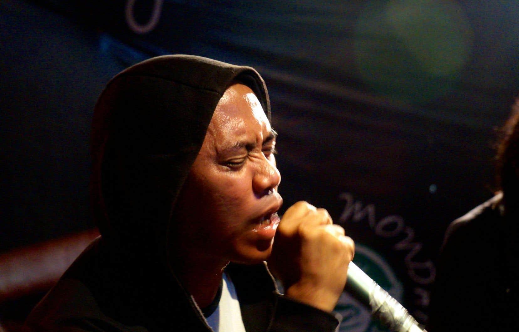 Senyawa part de la musique traditionnelle de l'île de Java pour l'amener vers la musique expérimentale, noise, hardcore, métal, alors que la voix du chanteur passe d'un falsetto précis à des chants gutturaux.