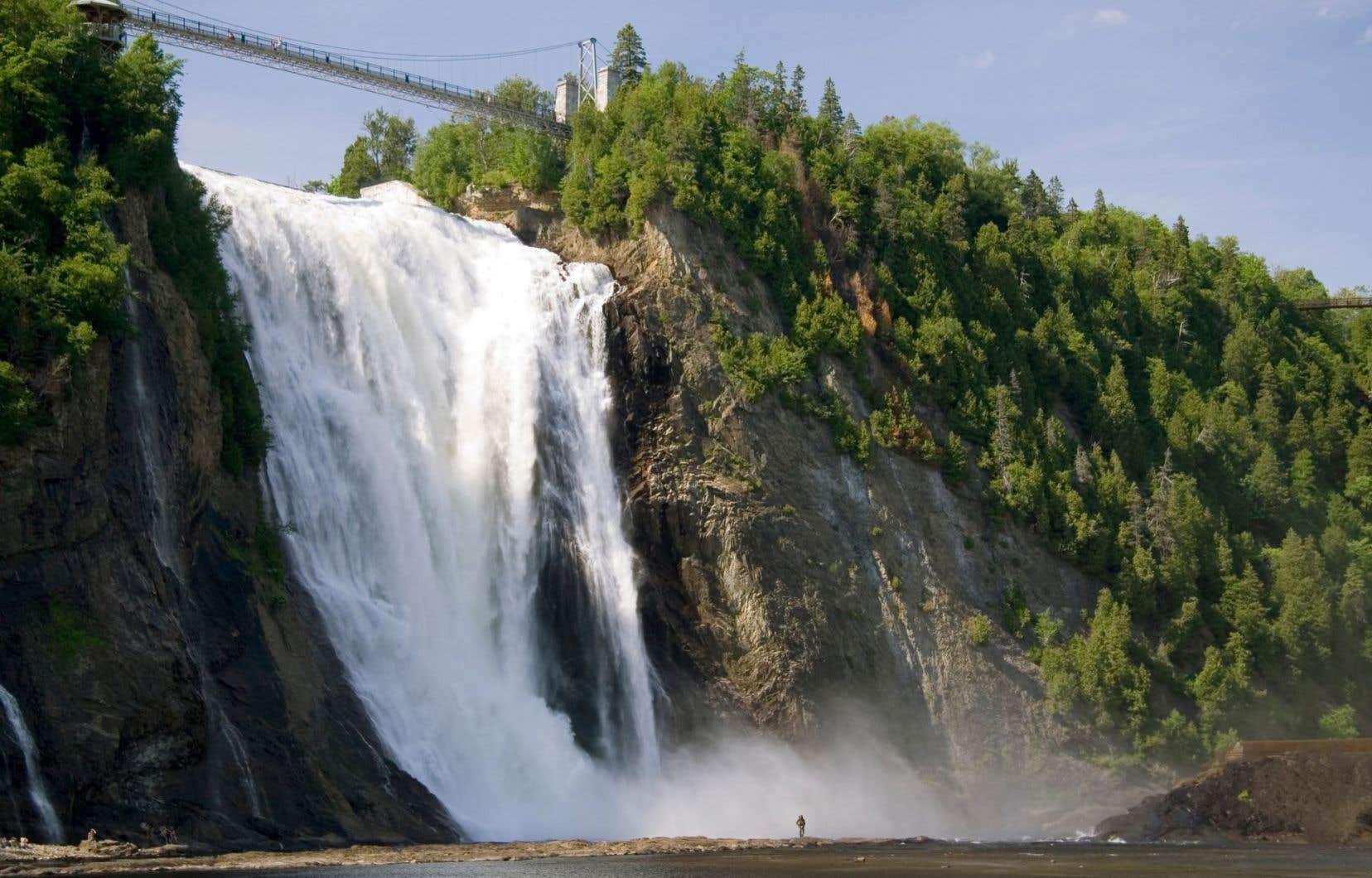 Le parc de la Chute-Montmorency constitue le second attrait touristique de la région de la Capitale-Nationale derrière l'arrondissement historique du Vieux-Québec.