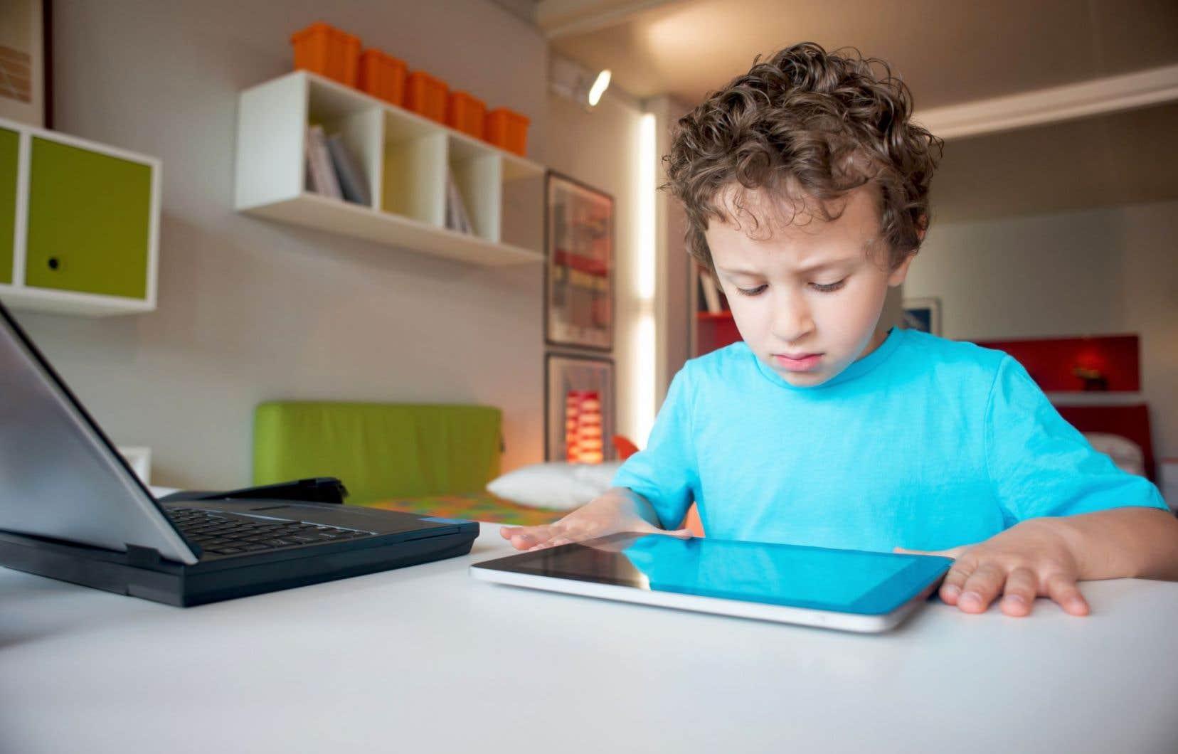 La hausse importante indique que les garçons sont de plus en plus à risque de recevoir des menaces en ligne.
