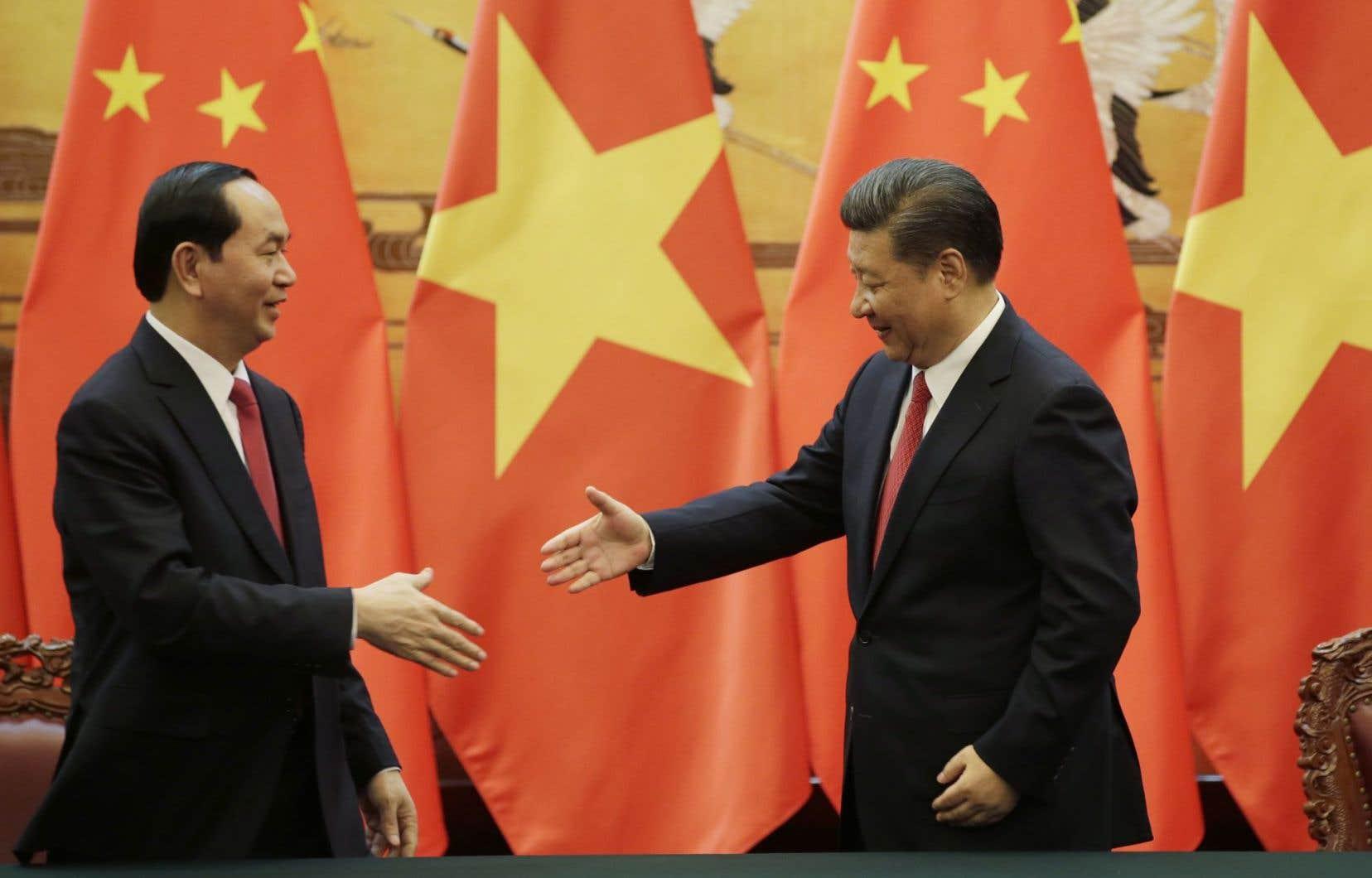 Le président du Vietnam, Tran Dai Quang (gauche), et le président chinois, Xi Jinping, le 11 mai dernier