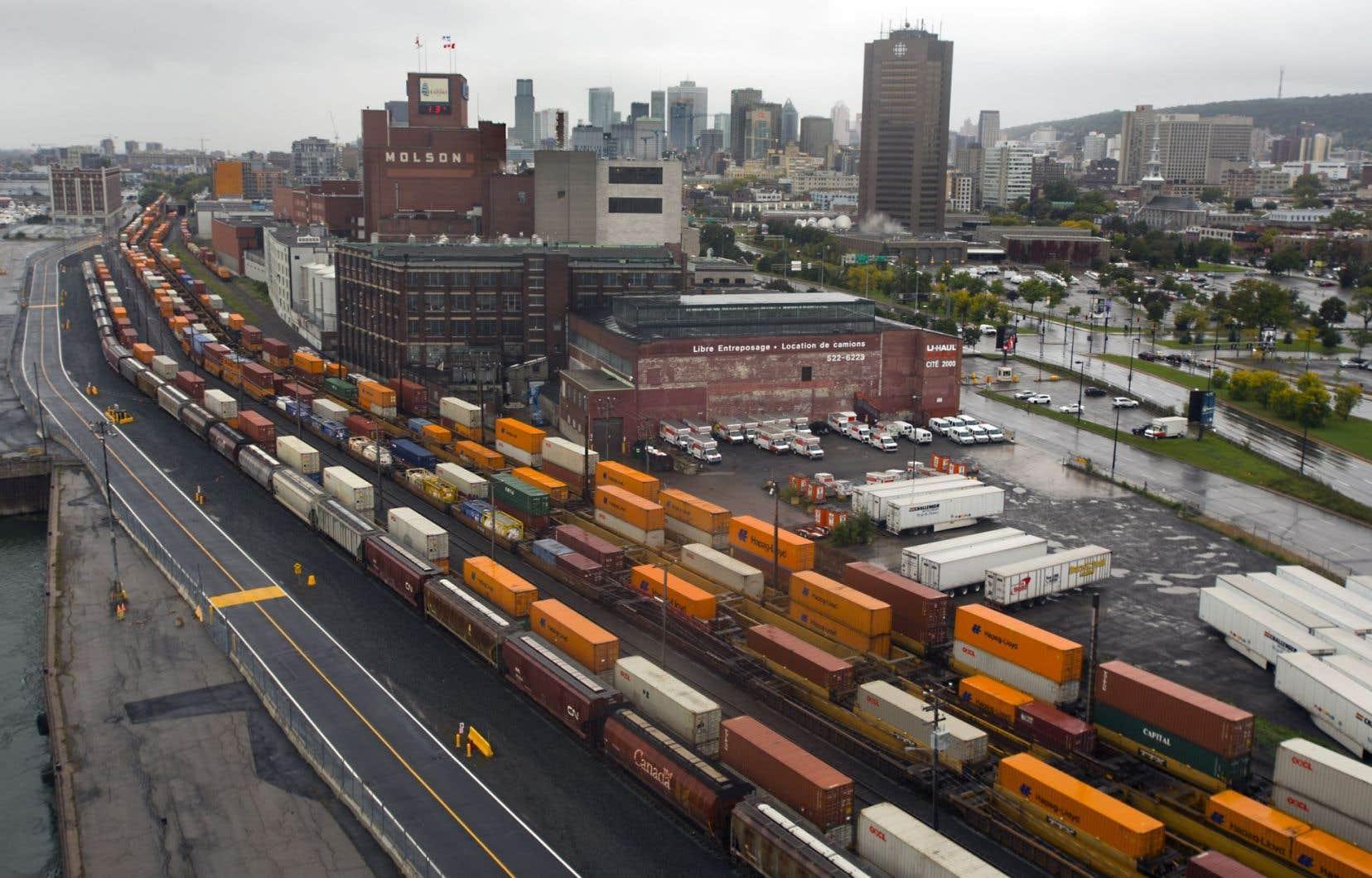 Les importations de marchandises du Québec ont augmenté de 0,9% en mars, contre une baisse de 0,3% au Canada.