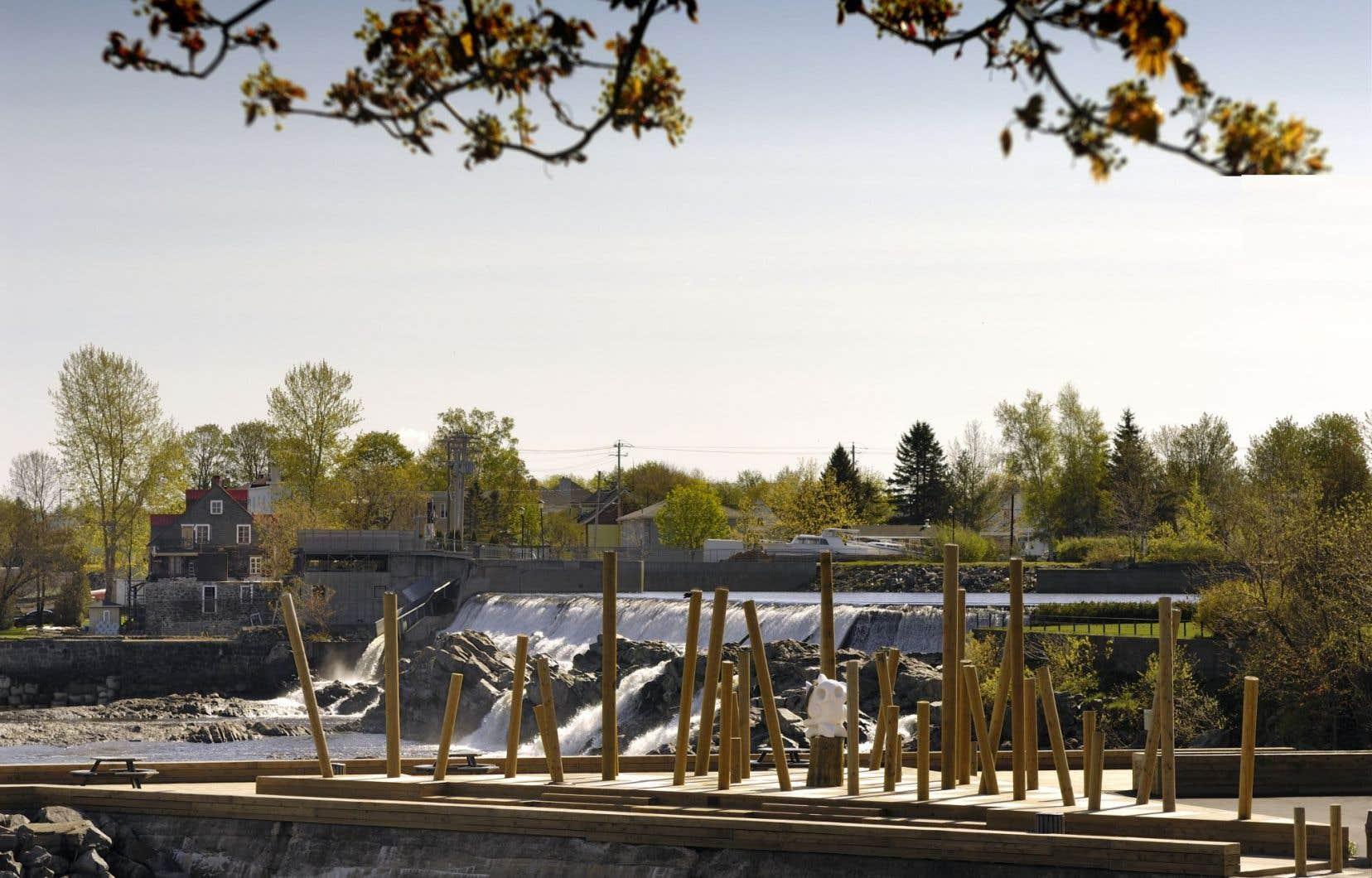 Le quai Boulanger a été transformé en promenade avec son Jardin des souches en 2009.