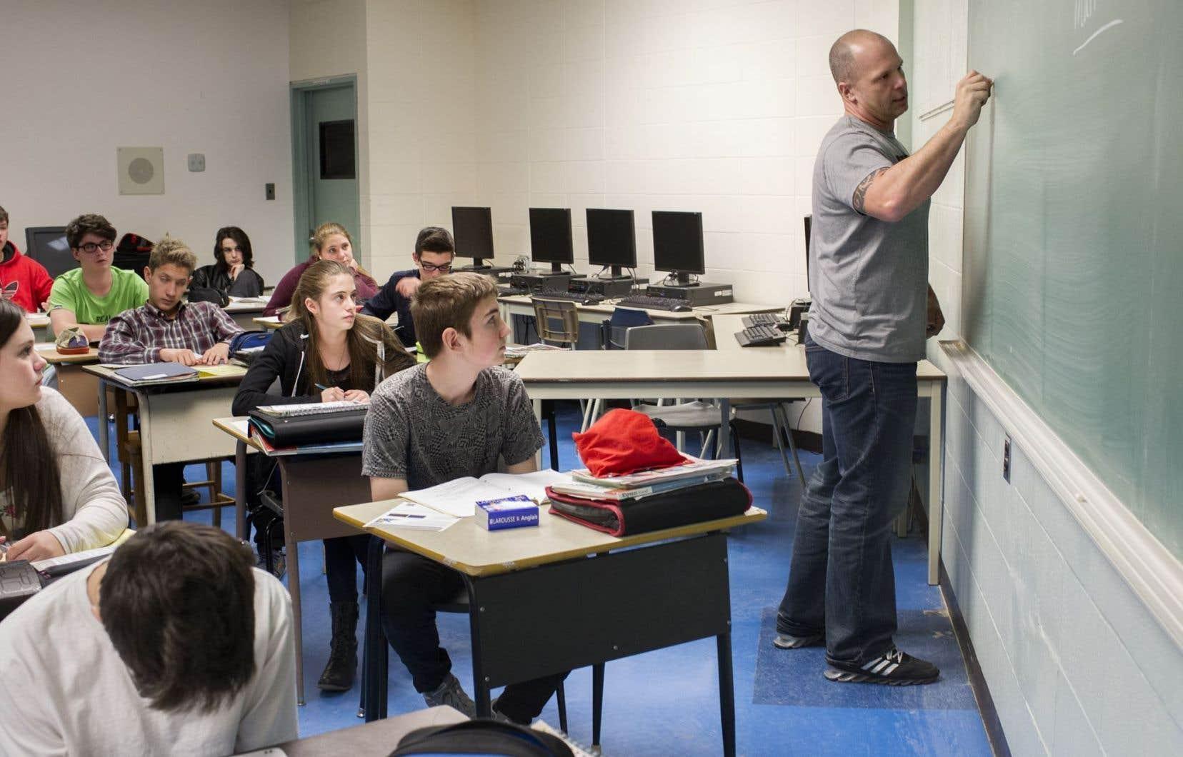 Les trois quarts des enseignants ayant répondu à un sondage Léger disent souhaiter la tenue d'une commission parlementaire qui se pencherait sur la façon d'attribuer les notes des élèves.