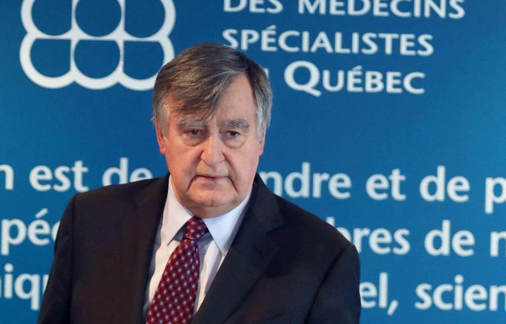 Sous la tutelle de Gaétan Barrette, le système de santé est en train de devenir une «immense machine bureaucratique», accuse Lucien Bouchard, mandaté par les médecins spécialistes.