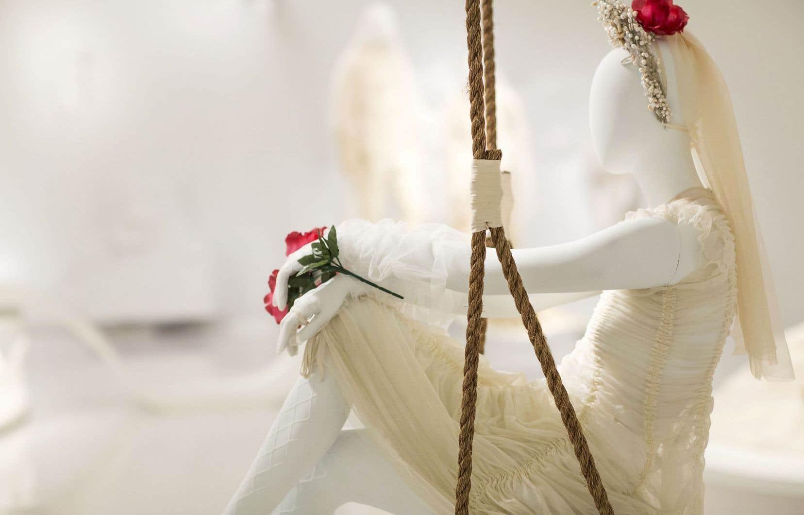 On parle de «tenues» plutôt que de robes, parce qu'en matière de vêtement, Gaultier n'érige aucun mur, il est bi, inter et multi.