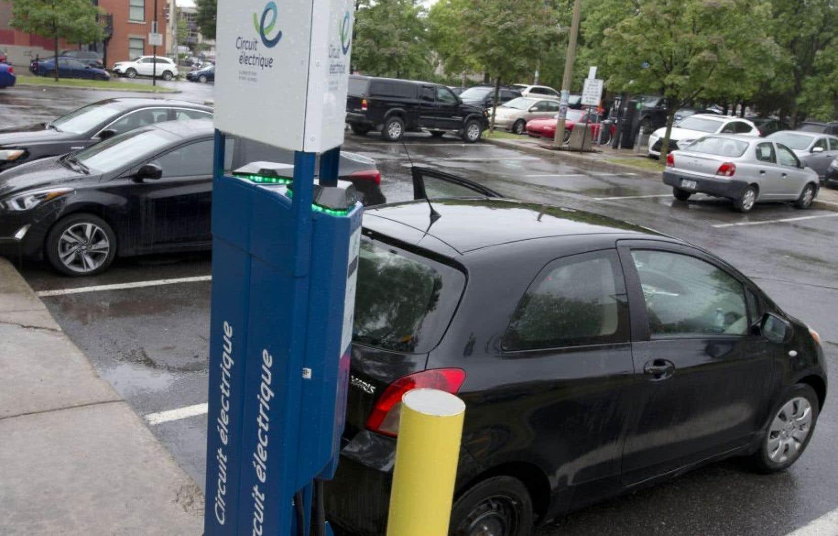 À l'heure actuelle, environ 30000 voitures électriques circulent sur les routes canadiennes.