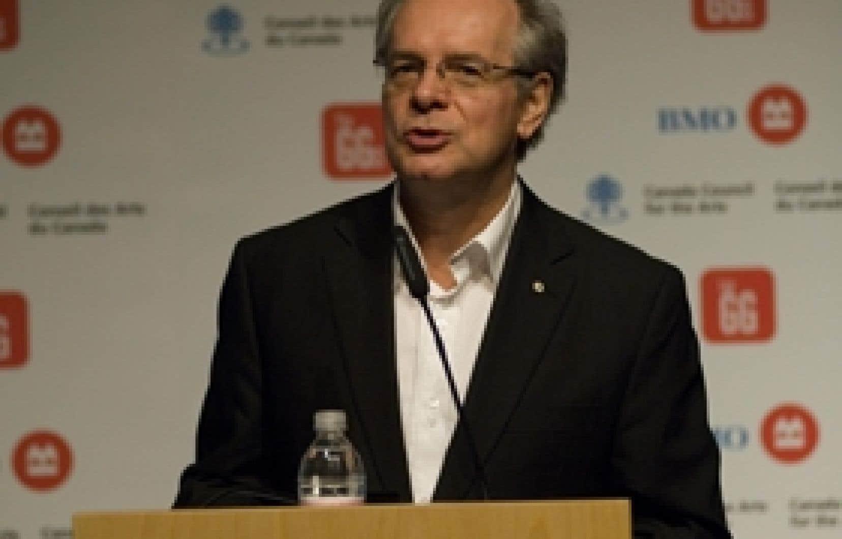 Simon Brault, président de Culture Montréal, s'adressant aux participants durant le Rendez-vous novembre 2007 — Montréal culturelle, qui réunissait non seulement des gens du milieu artistique, mais aussi des représentants d'entreprises ou de f