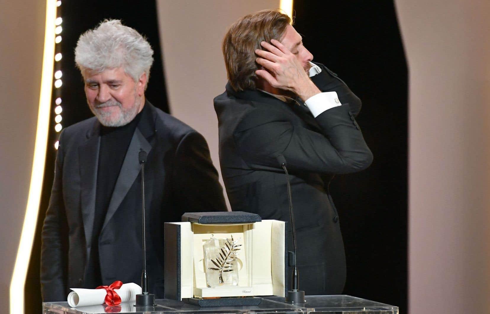 Le grinçant «The Square», du cinéaste suédois Ruben Östlund, a remporté la plus grande distinction dimanche en clôture du 70e Festival de Cannes. C'est le réalisateur espagnol Pedro Almodóvar, à gauche sur la photo, qui présidait le jury cette année.