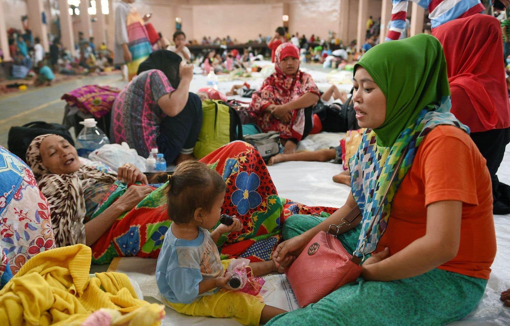 La violence dans les rues de Marawi a poussé des milliers de personnes à prendre la fuite, se réfugiant dans un centre d'évacuation à Balo-i, sur l'île de Minanao.