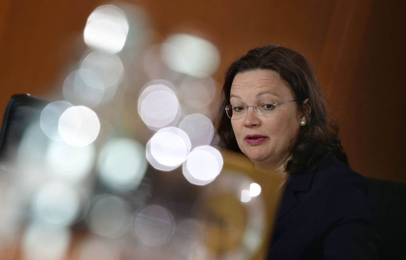 Par voie de communiqué, la ministre allemande du Travail, Andrea Nahles, a souligné que le nombre historiquement élevé de chômeurs de l'année 2005 a pu être divisé par deux en Allemagne.