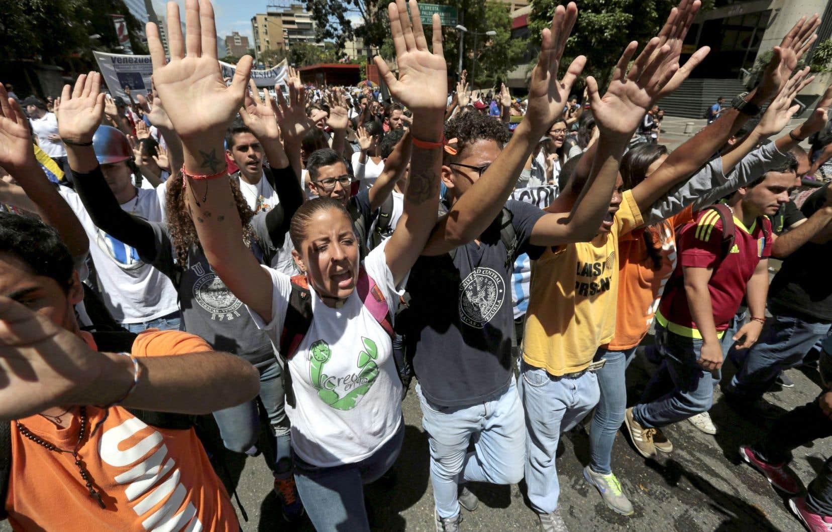 Des manifestants protestent contre le gouvernement Maduro à Caracas. La communauté internationale n'assume pas pleinement sa responsabilité de protéger le peuple vénézuélien.