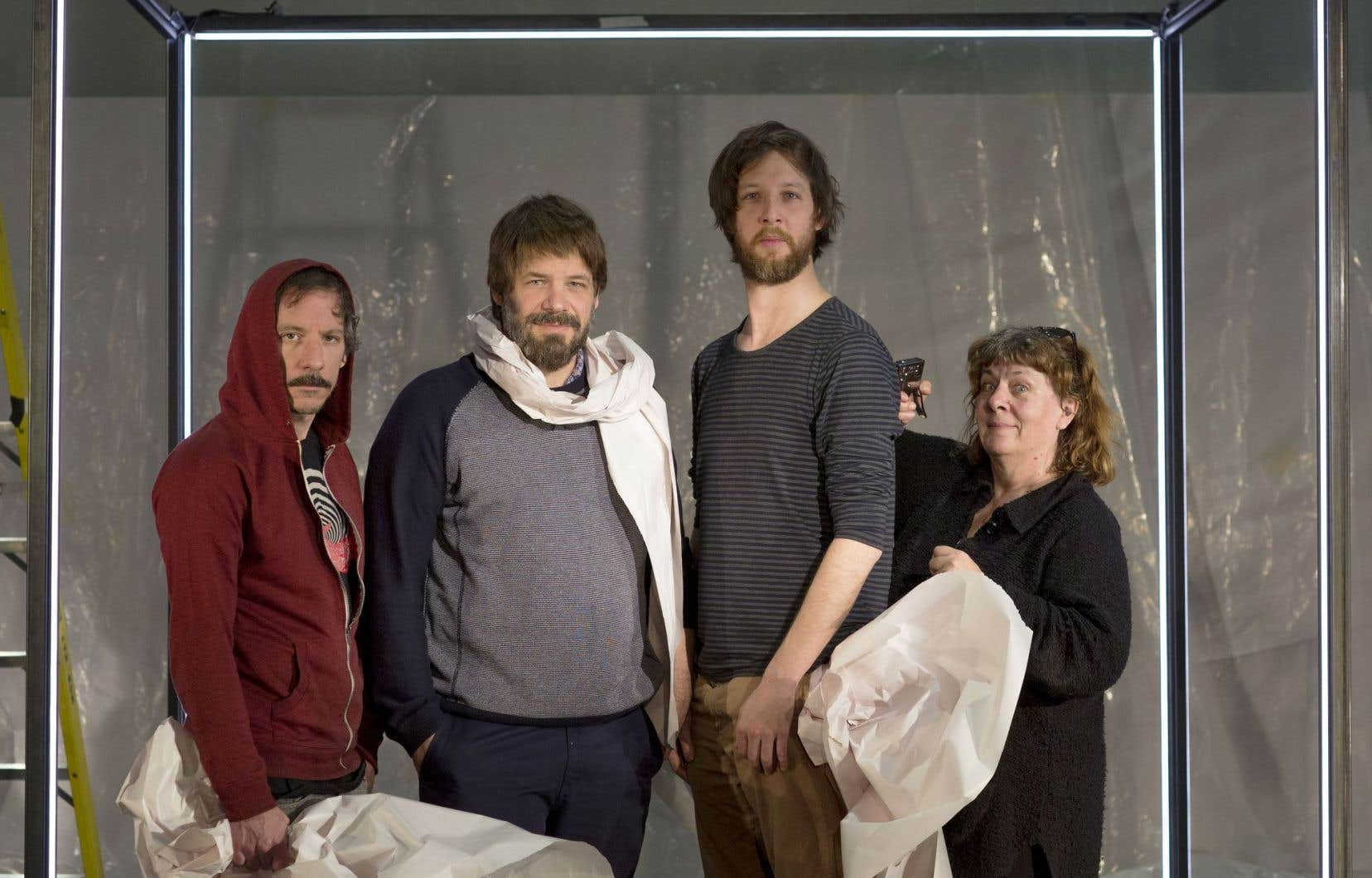 Emmanuel Schwartz (3e à partir de la gauche) a échafaudé le spectacle en collaboration avec de vieux amis, Francis La Haye et Benoît Gob, le tout sous l'œil de la metteure en scène Alice Ronfard.