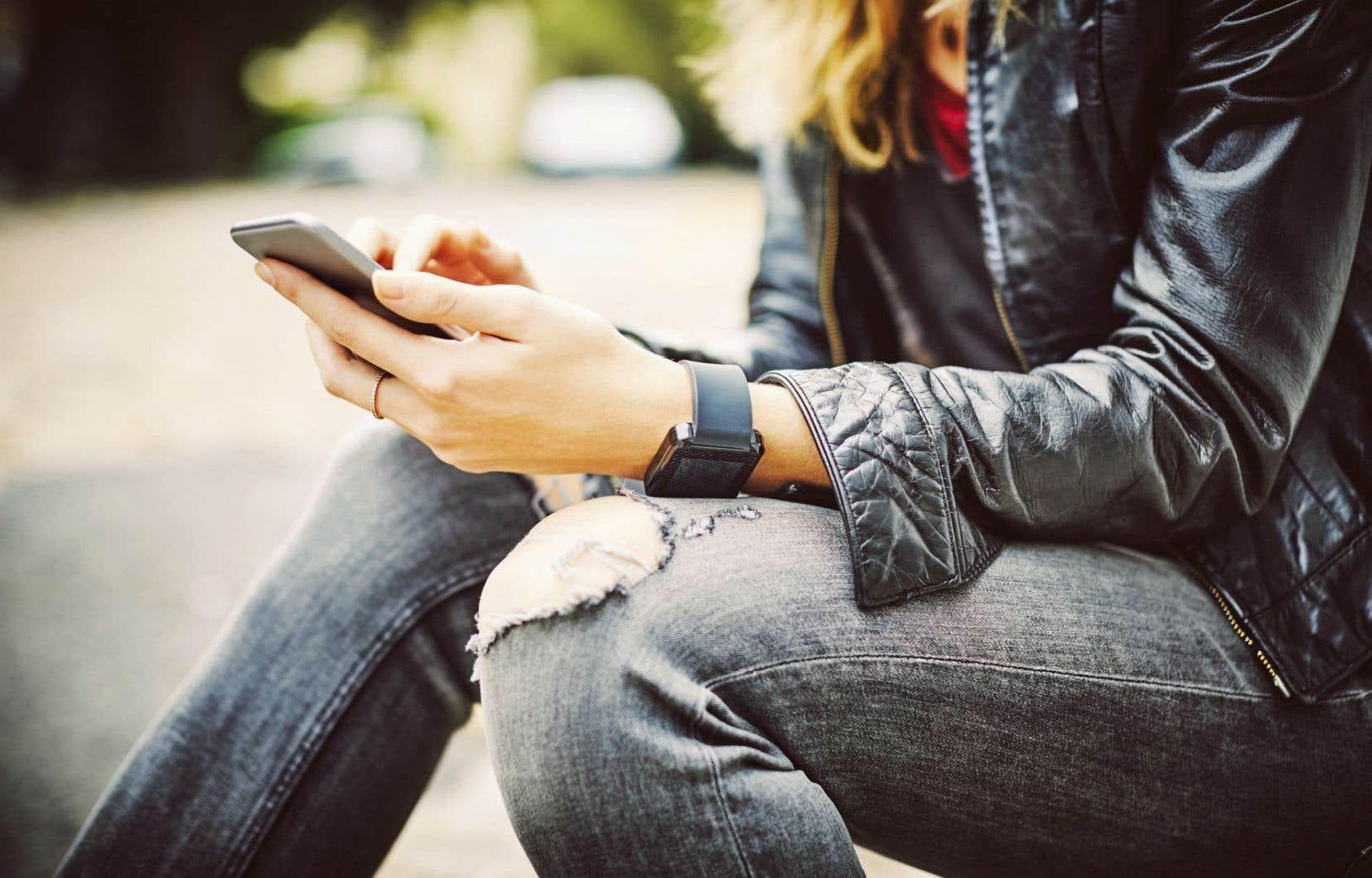 Près de 7 adultes d'ici sur 10 utilisent Internet sur une base hebdomadaire comme source d'information.