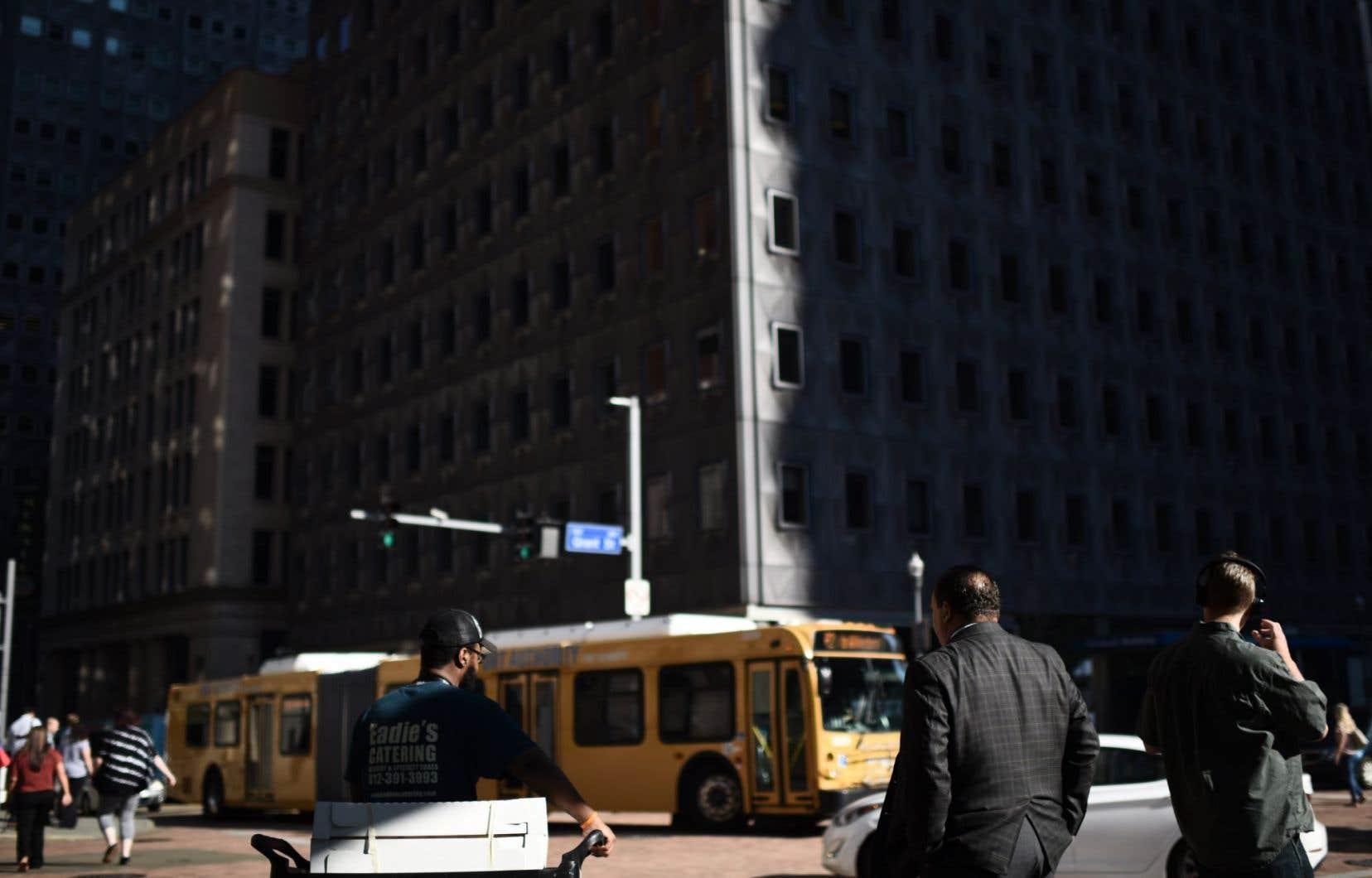 Des piétons dans le centre-ville de Pittsburgh