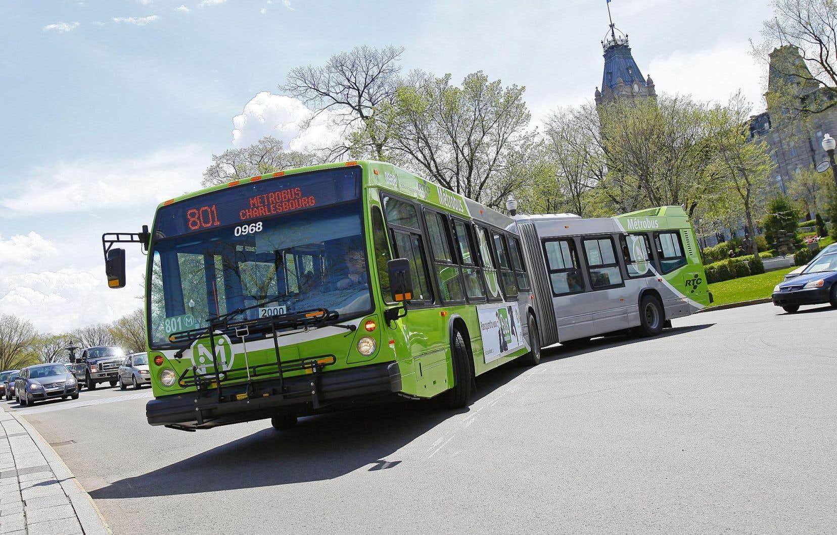 Le service d'autobus de la Ville de Québec laisse à désirer, selon des experts.