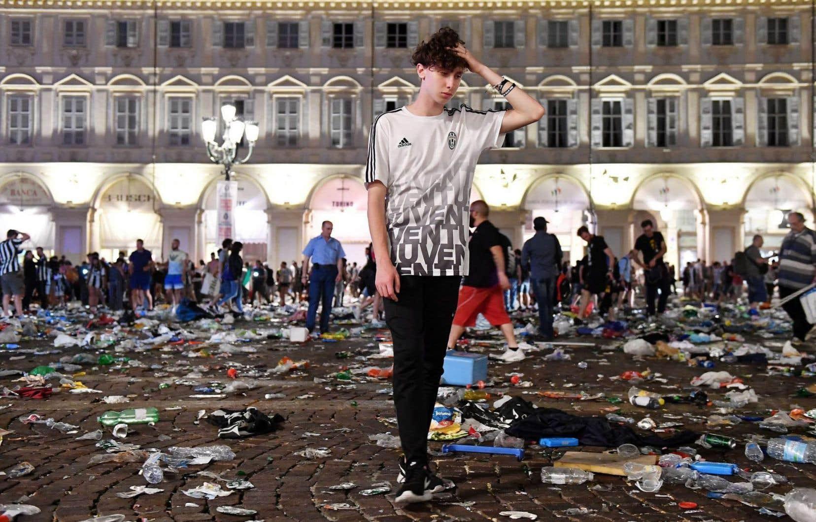 L'explosion de feux d'artifice suivie de rumeurs de bombe a provoqué la panique sur la grande place San Carlo, dans le centre de Turin, pendant la finale de la Ligue des champion de football.