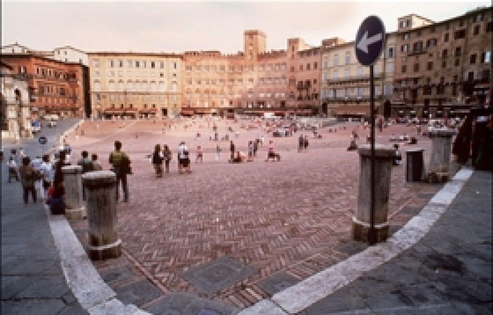 Sur la Piazza del Campo, à Sienne, capitale de la Toscane, en Italie.