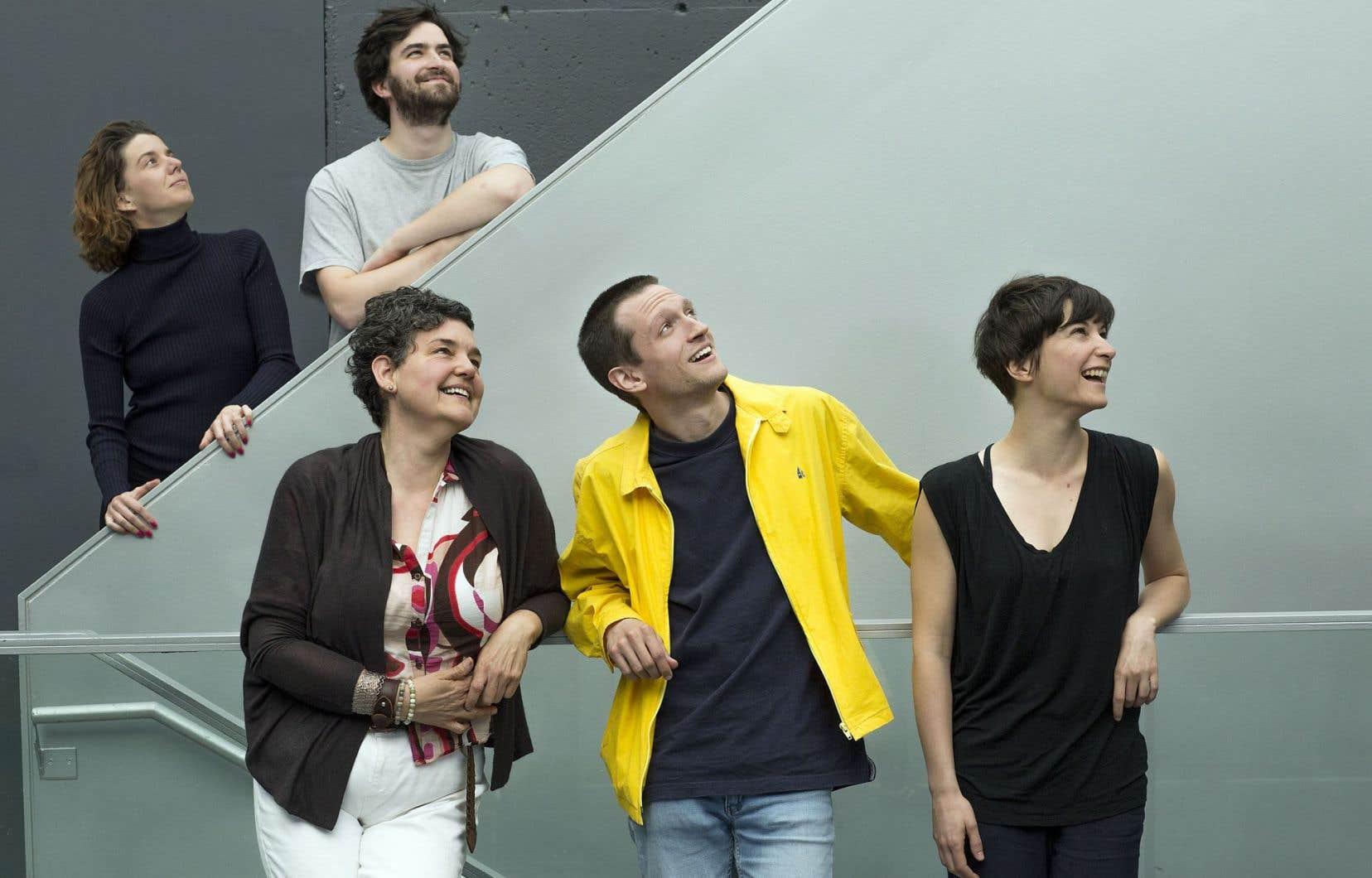 De gauche à droite, de l'arrière à l'avant: Anne Thériault (chorégraphe), Hubert Tanguay-Labrosse, Julie Triquet et Alexis Raynault (musiciens) et Karina Champoux (chorégraphe), artisans de «Quatuor pour la fin du temps».