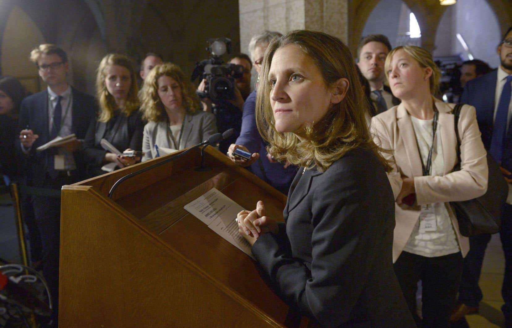 Le Canada entend jouer un rôle de premier plan sur la scène internationale, a expliqué mardi la ministre des Affaires étrangères, Chrystia Freeland.