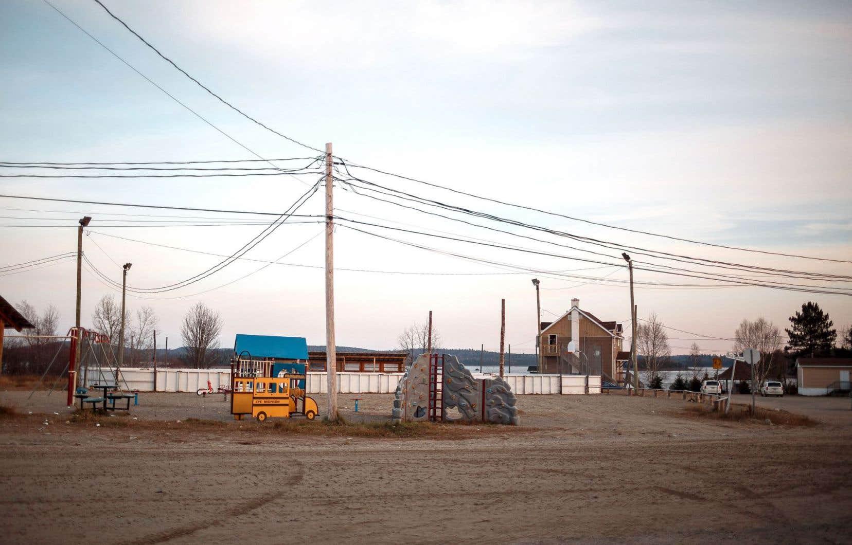 Dans la communauté de Kitcisakik, dans la réserve faunique La Vérendrye, il n'y a ni électricité ni eau courante – à l'exception du centre communautaire, alimenté par une génératrice au mazout.