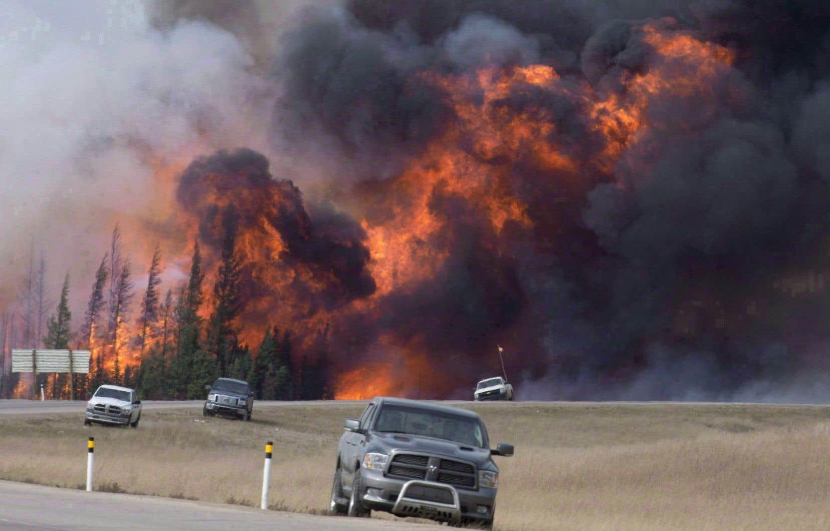C'est par les médias sociaux que les autorités municipales de Fort McMurray ont appris que le feu gagnait leur ville.