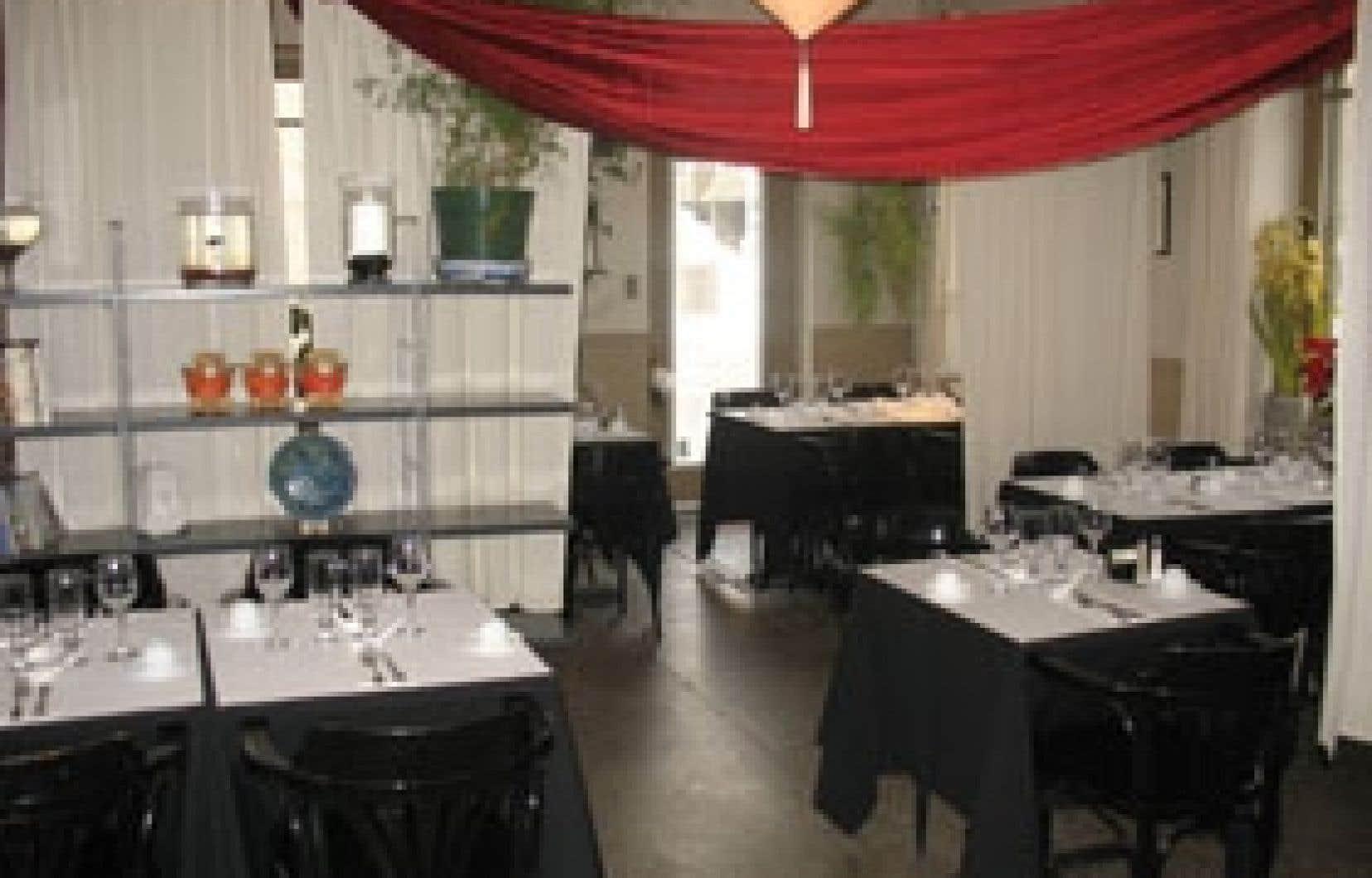 Avec sa triple vocation de restaurant, de service-traiteur et de comptoir-boutique, le Grain de Riz figure parmi les tables asiatiques les plus audacieuses de la Vieille Capitale.