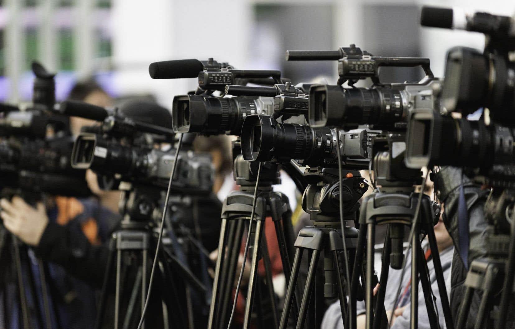 Devant la prolifération des fausses nouvelles, la course au scoop qui mène parfois à certains dérapages et les cas de plagiat, la méfiance du public envers les médias ne cesse de grandir.