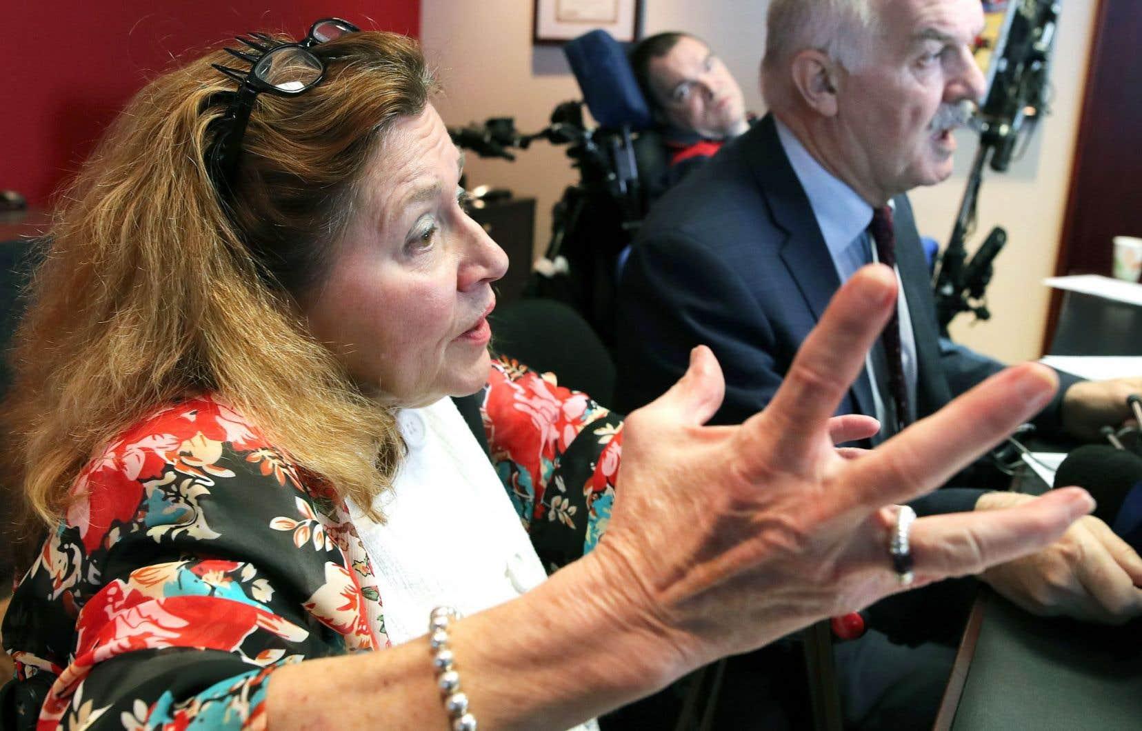 Nicole Gladu et Jean Trucho, accompagnés dans leur démarche par l'avocat Jean-PierreMénard, ont inscrit un recours devant la Cour supérieure pour élargir l'aide médicale à mourir.