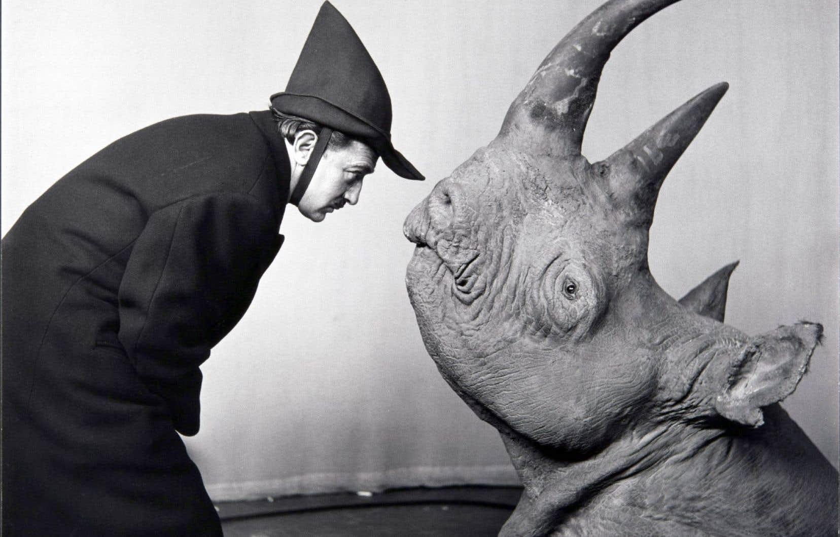 """Philippe Halsman et Salvador Dalí, «Salvador Dalí dans sa performance pour l'émission télévisée """"The Morning Show"""" de CBS-TV», 1956"""