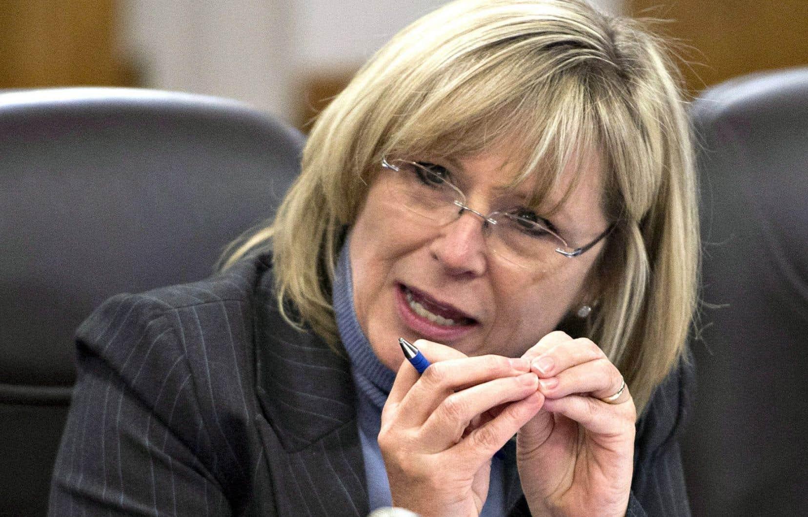 La ministre responsable des Aînés, Francine Charbonneau, a promis une enveloppe de 45,8 millions sur six ans pour lutter contre la maltraitance envers les personnes âgées.