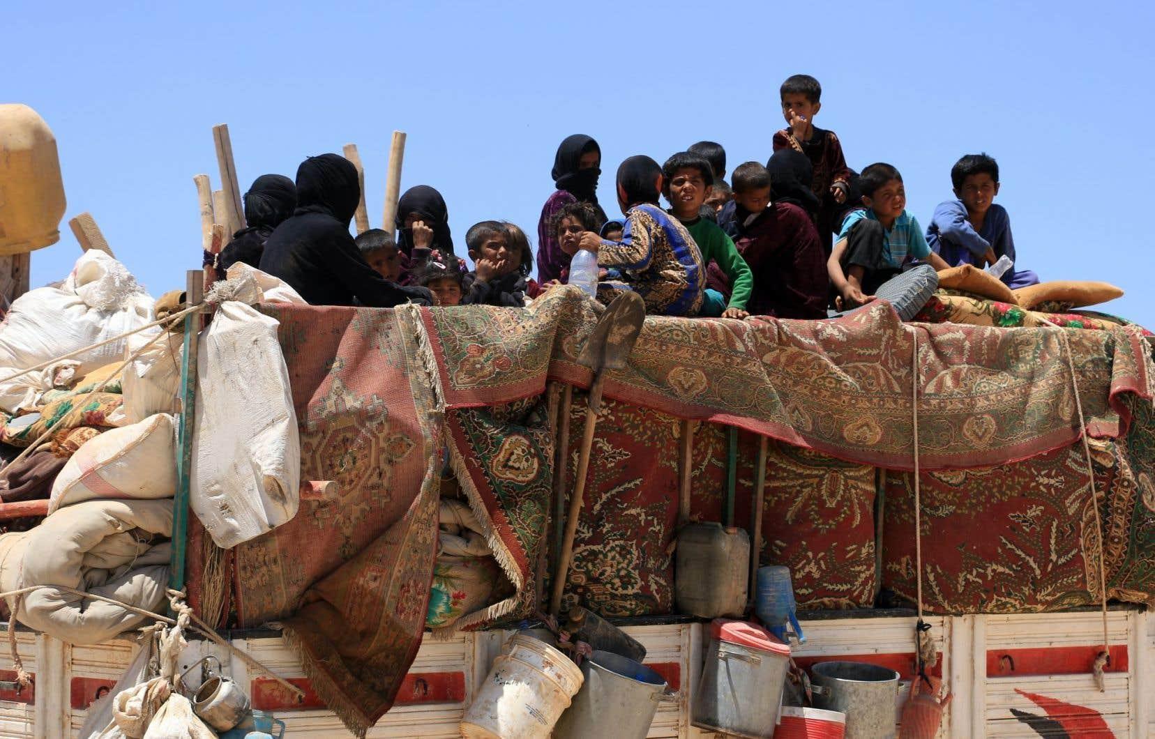 En six ans, la guerre en Syrie a causé la mort de plus de 320 000 personnes, chassant plus de la moitié des Syriens de leurs foyers.