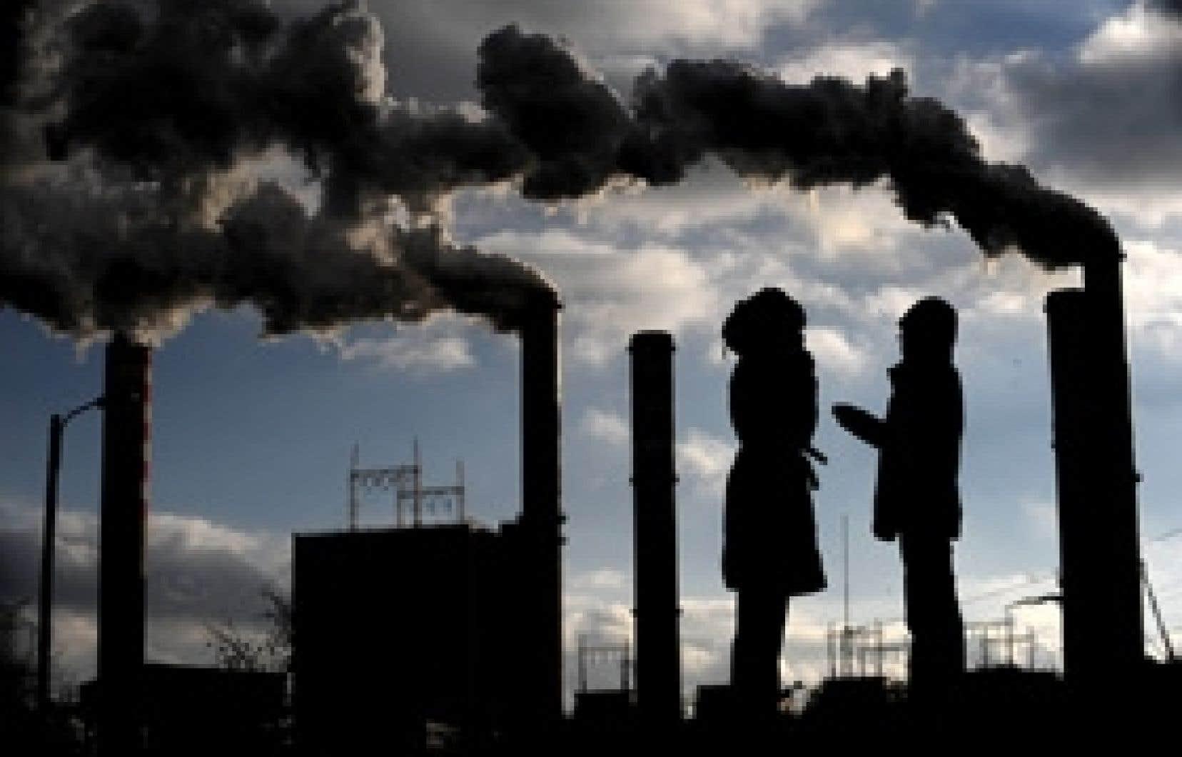 Pour la coalition formée des libéraux, du NPD et du Bloc, un échéancier de 18 mois n'est pas impératif pour la mise en place d'un futur plan de réduction des émissions de gaz à effet de serre du Canada.