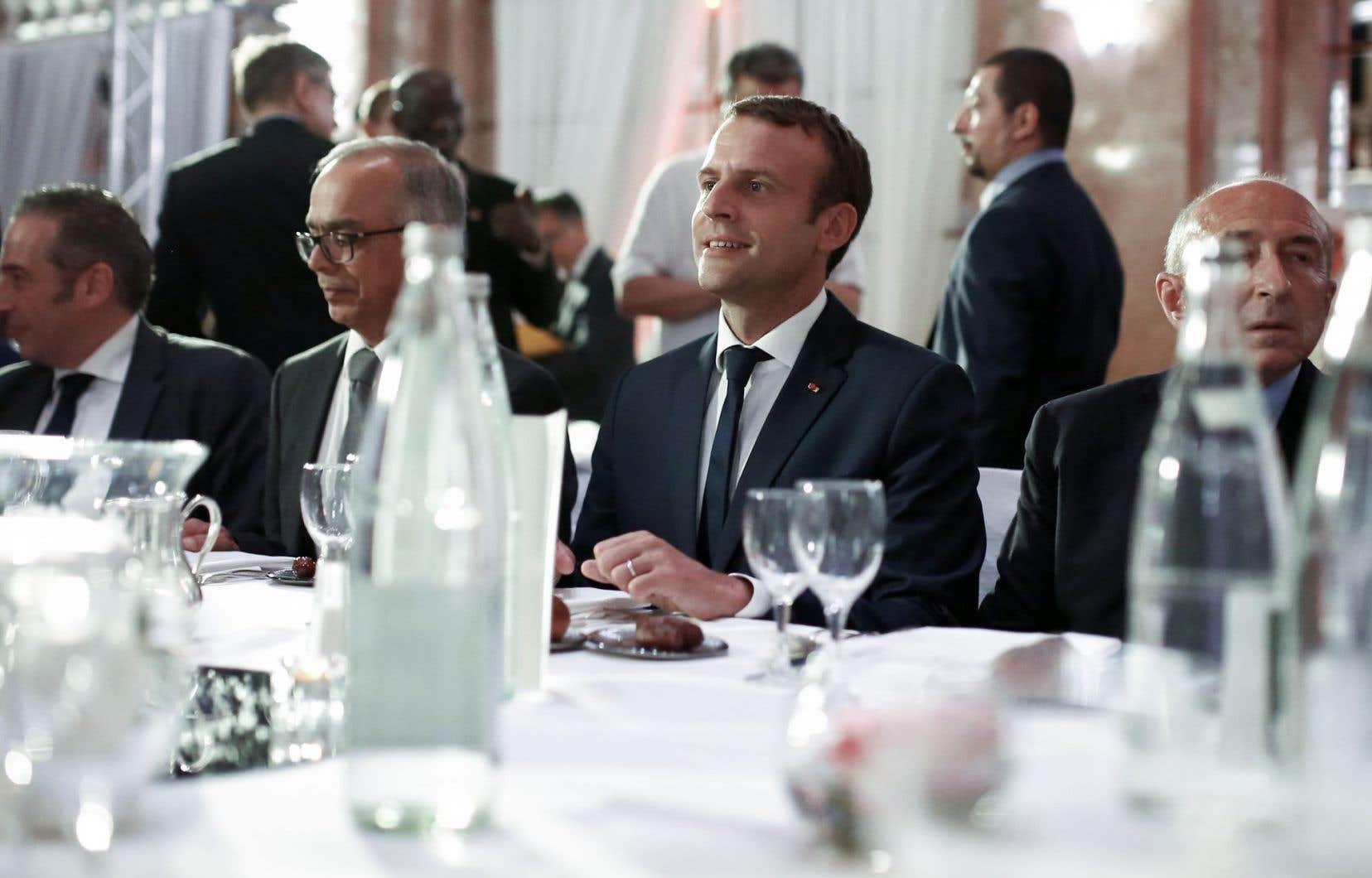 Emmanuel Macron a participé mardi à l'iftar (dîner de rupture du jeune) du Conseil français du culte musulman, une première en dix ans pour un chef de l'État français.