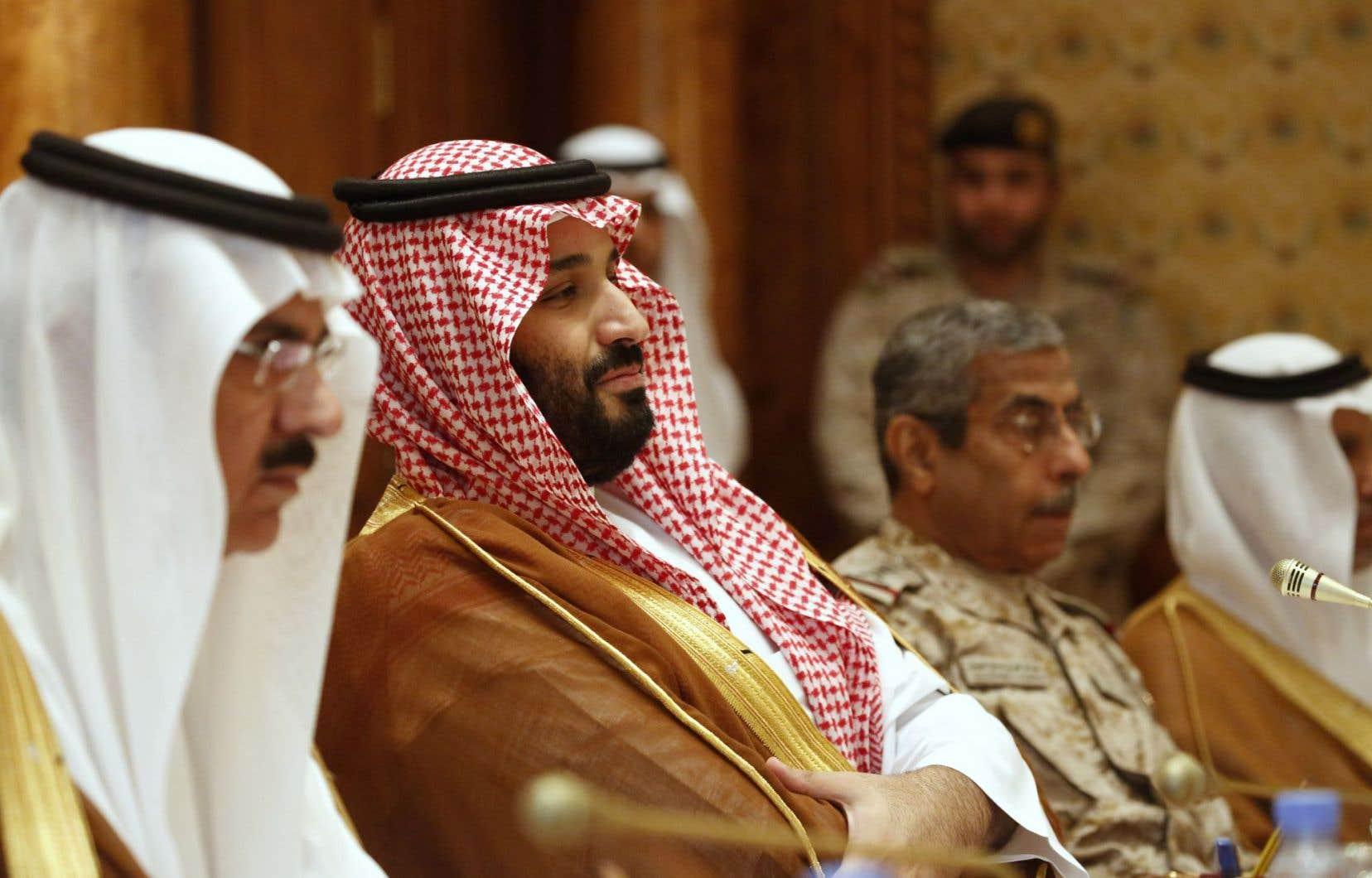 Le prince héritier Mohammed ben Salmane (au centre)