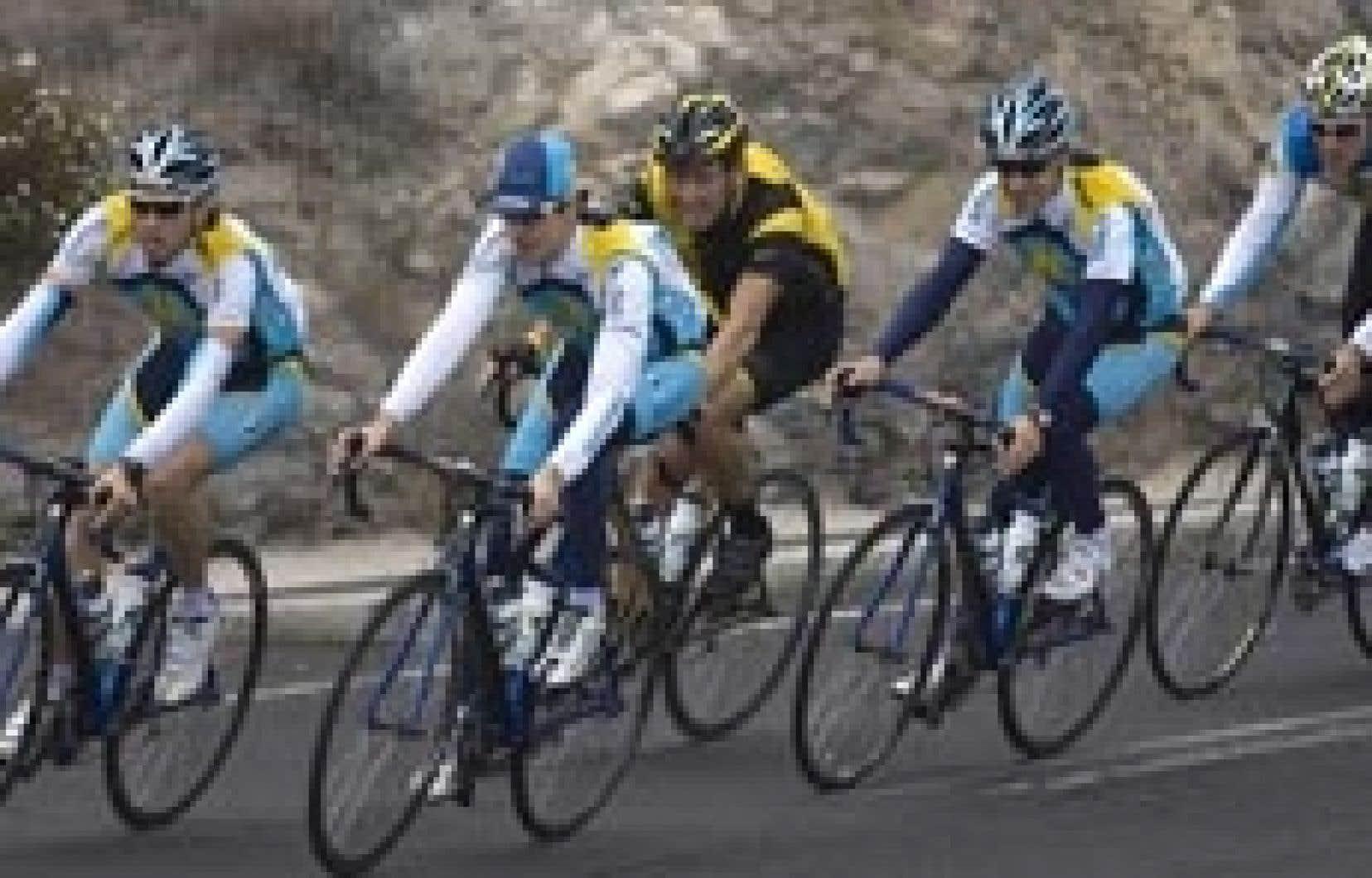 L'équipe Astana, avec Lance Armstrong (centre), a amorcé hier sa préparation pour la saison prochaine sur l'île de Tenerife, aux Canaries.