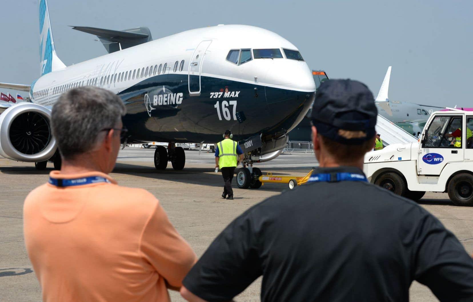 Au quatrième jour du salon, Boeing avait engrangé 571 commandes et engagements d'achats d'avions commerciaux pour une valeur de 74,8 milliards de dollars.