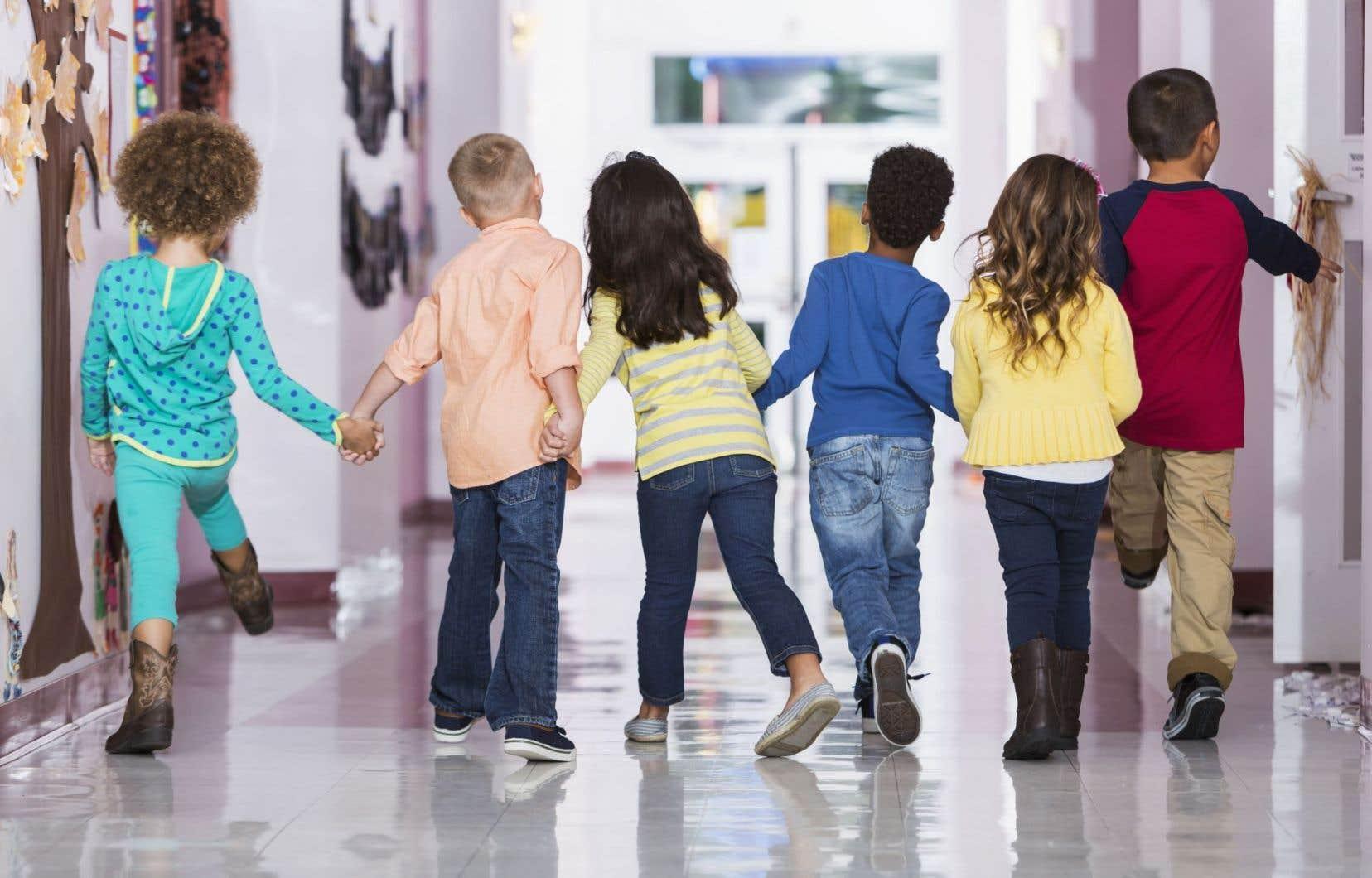 Le budget déposé au printemps prévoyait des investissements en éducation de 1,8milliard de dollars sur cinq ans, notamment pour embaucher 7200 personnes dans le réseau.