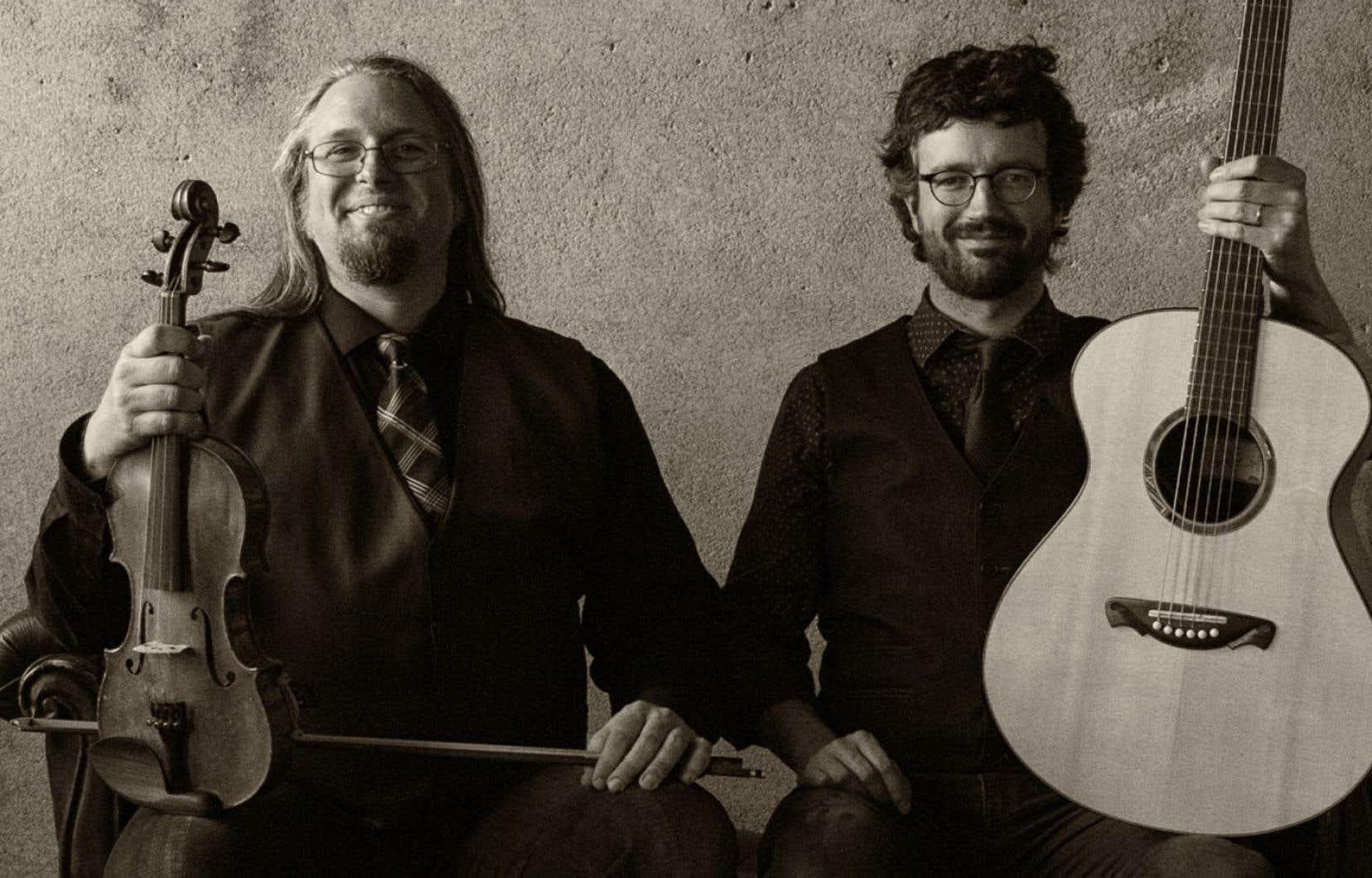Les membres de Genticorum, Pascal Gemme et Yann Falquet, sont les deux principaux ambassadeurs de la musique trad québécoise.