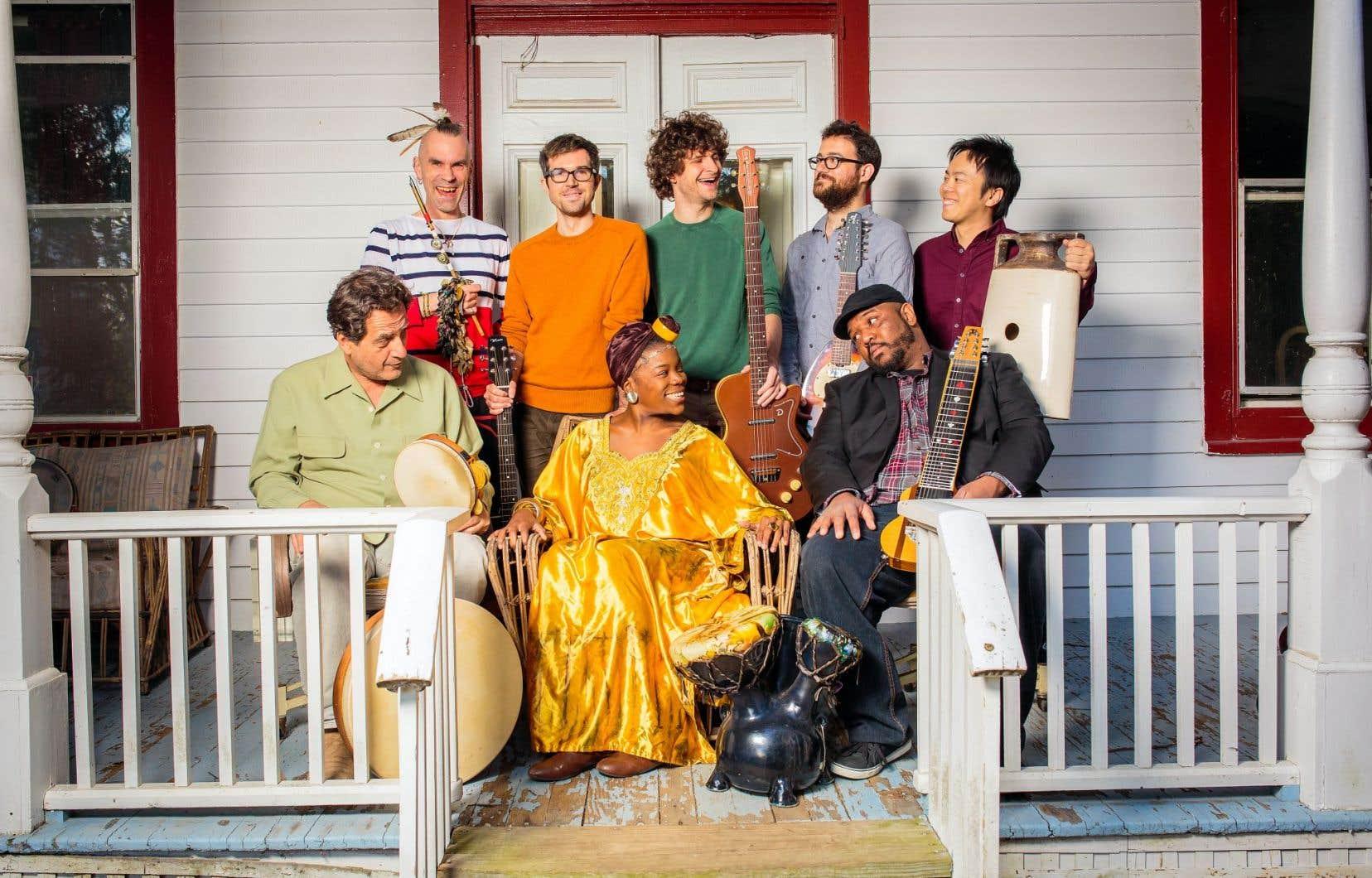 Le groupe Bokanté est composé de quatre guitaristes, de trois percussionnistes et d'une chanteuse.