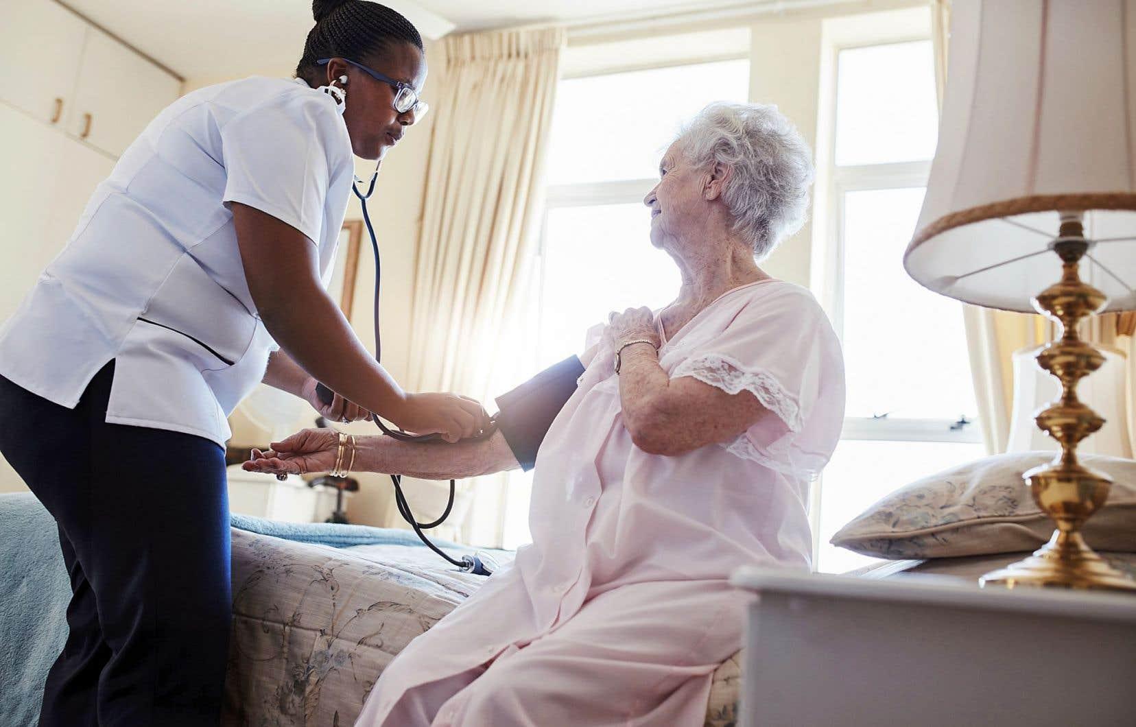 Les infirmières sont généralement satisfaites de leur salaire et de leur niveau de responsabilité, mais leur sentiment d'appartenance et de reconnaissance se situe en deçà de la moyenne.