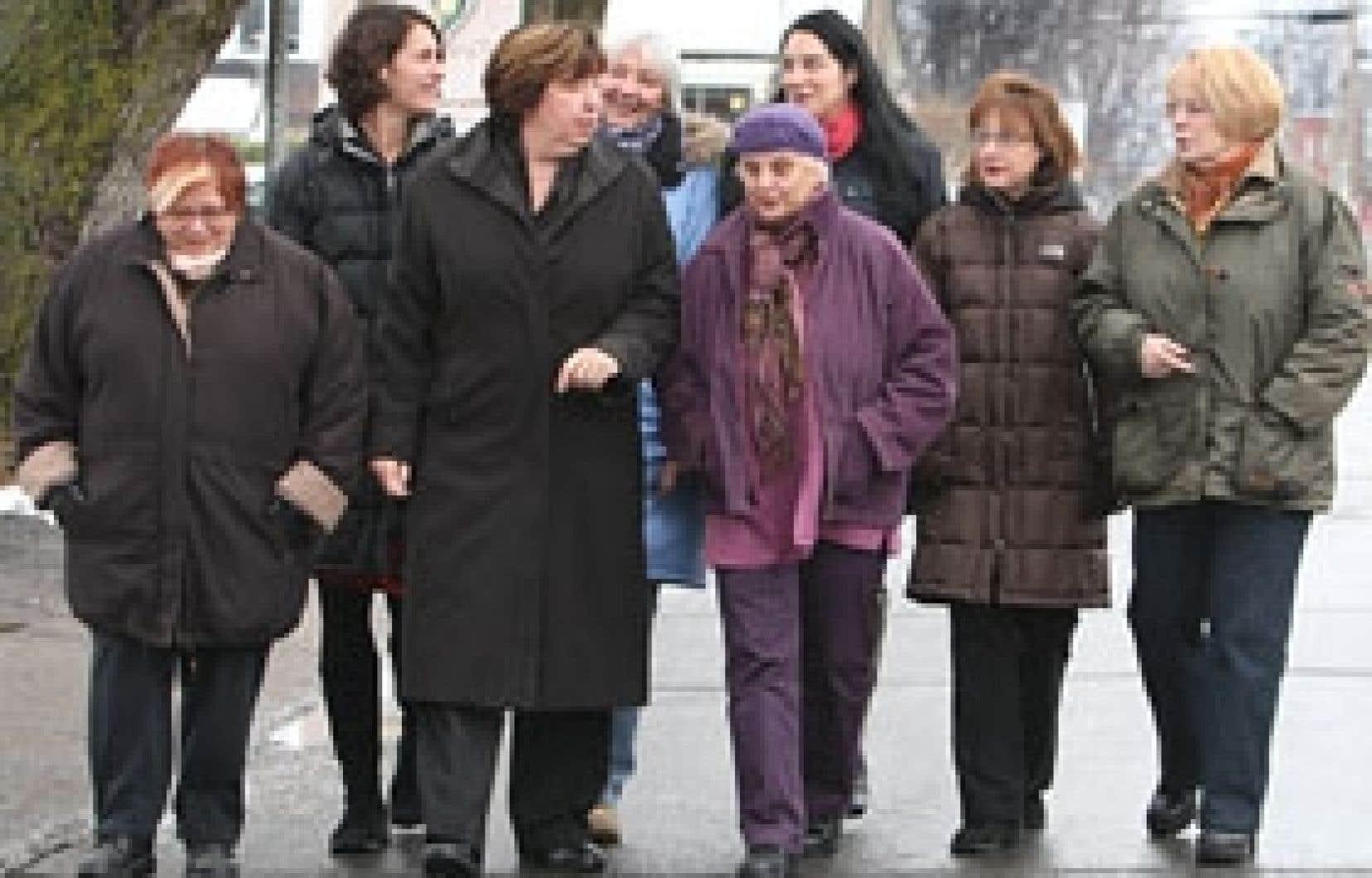 Femme de terrain, Lucie Leblanc, se dit déçue par les «deux partis traditionnels».