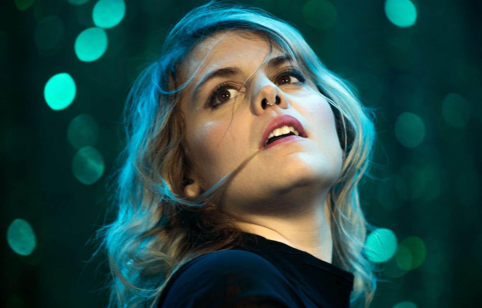 La voix de Cœur de pirate a rempli la place des Festivals pour lancer le Festival international de jazz de Montréal, mercredi soir.