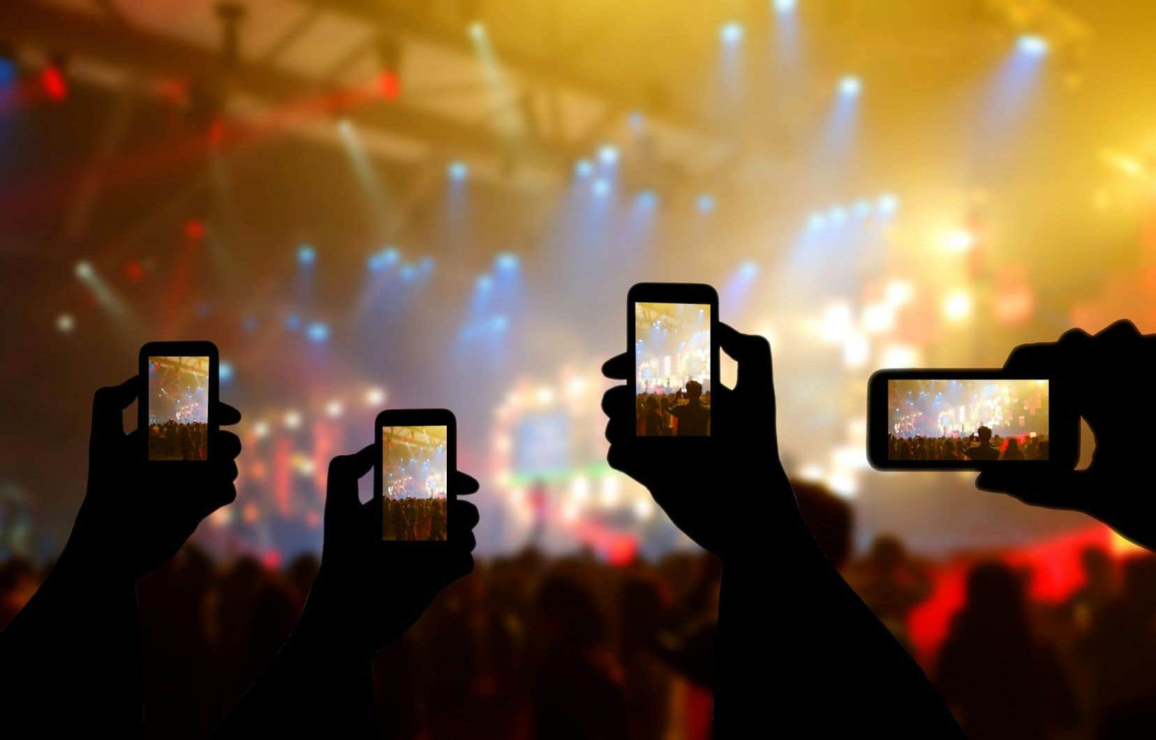 «Aujourd'hui, tout le monde a sa caméra, son téléphone cellulaire. Il y a tellement de photographes sur le Web qu'ils multiplient les restrictions pour les laissez-passer», constate le photographe Scott Legato