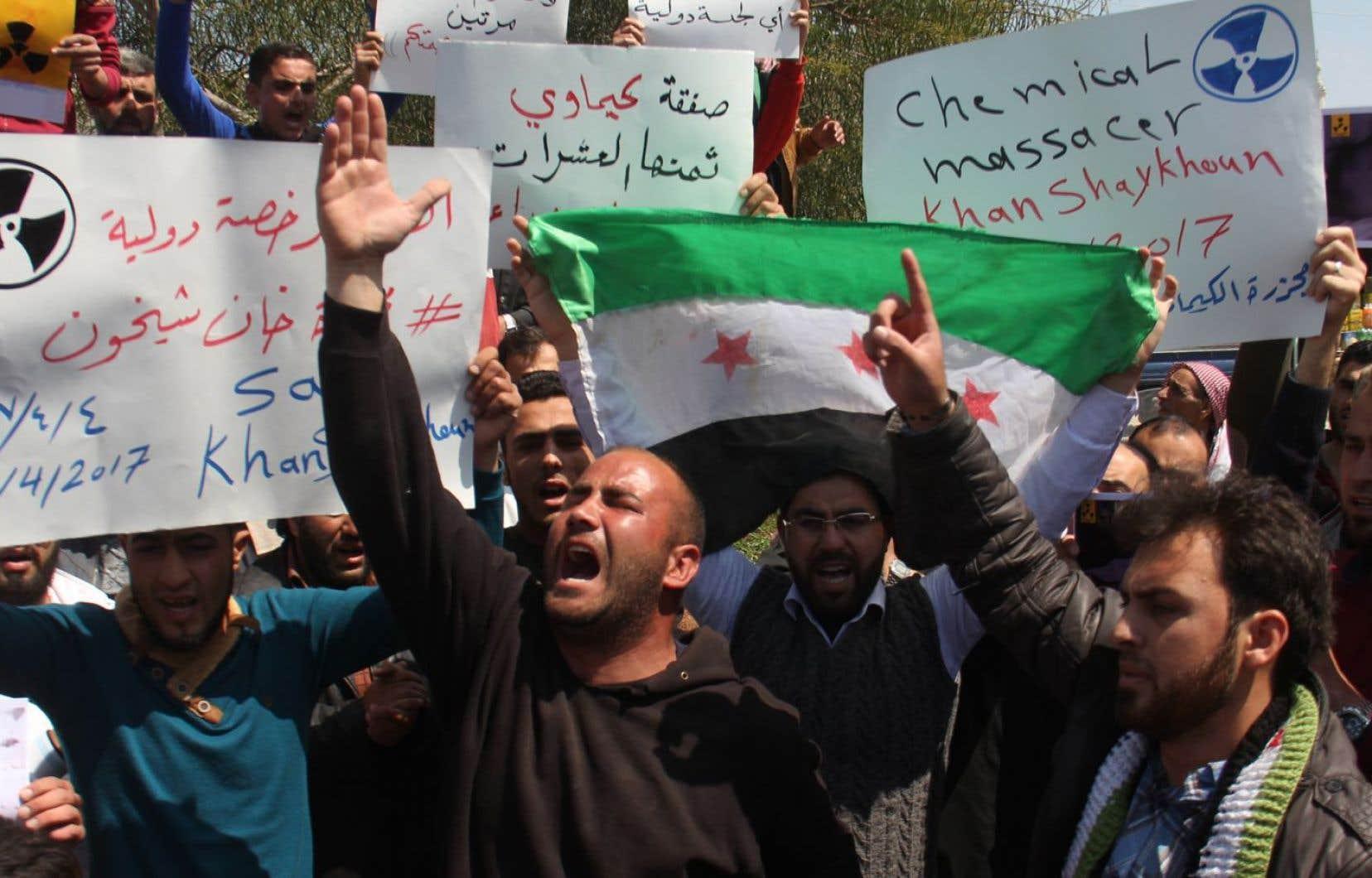 L'attaque du 4 avril 2017 avait fait 87 morts, dont de nombreux enfants, et avait été attribuée par les Occidentaux au régime de Bachar al-Assad. Des manifestants syriens avaient dénoncé ce bombardement chimique quelques jours plus tard.