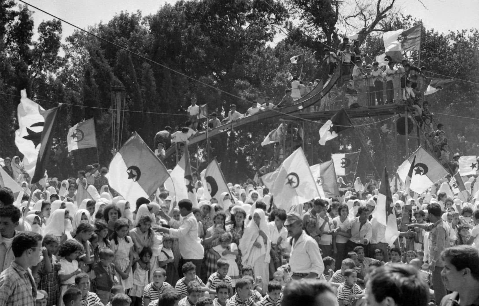 Un rassemblement organisé le 26 juin 1962par le FLN dans le cadre de la campagne pour le référendum d'autodétermination.