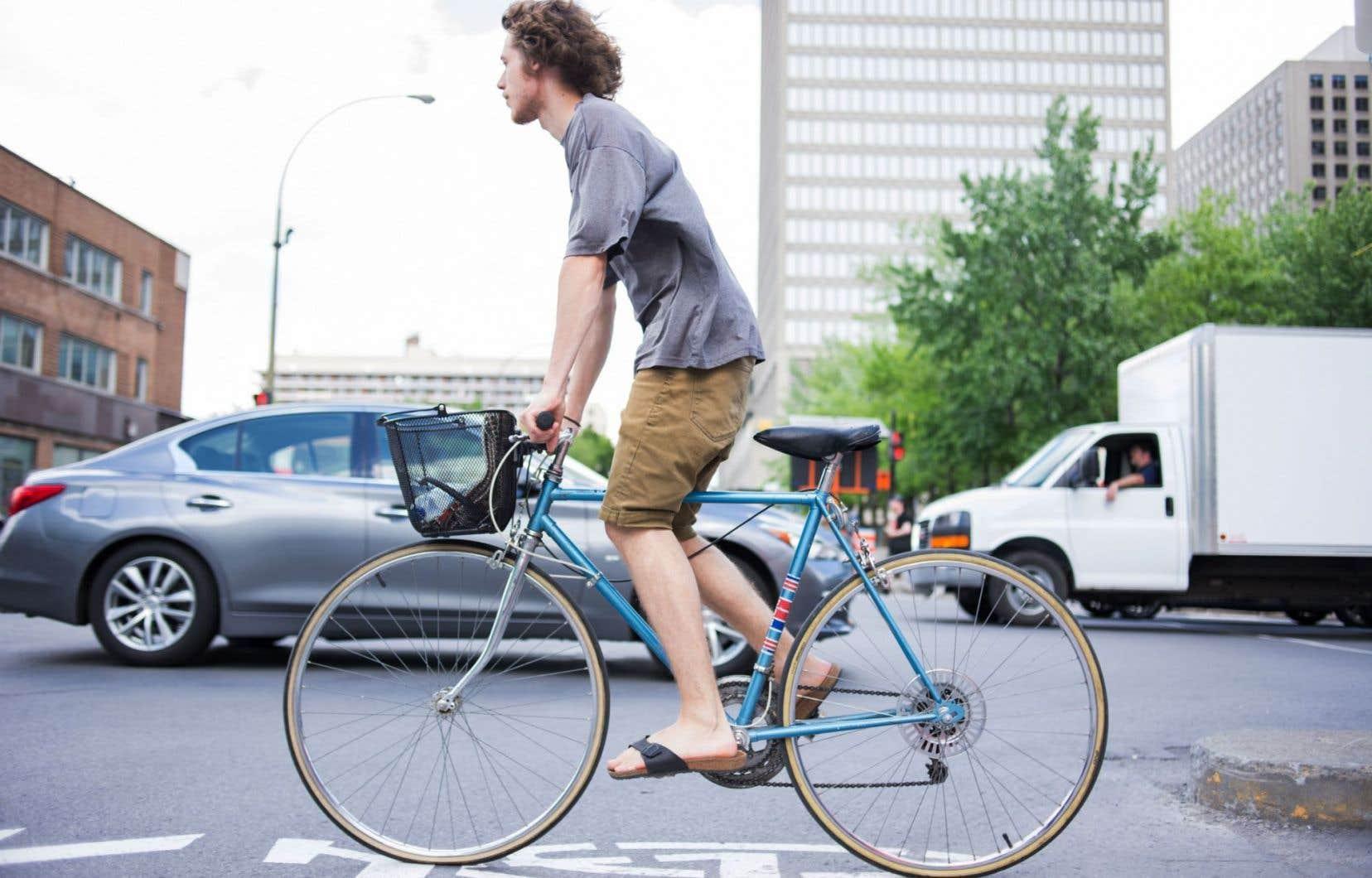 Le SPVM admet avoir exercé une surveillance plus soutenue l'an dernier après avoir remarqué une hausse de cyclistes morts, blessés gravement ou légèrement entre 2014 et 2015 .