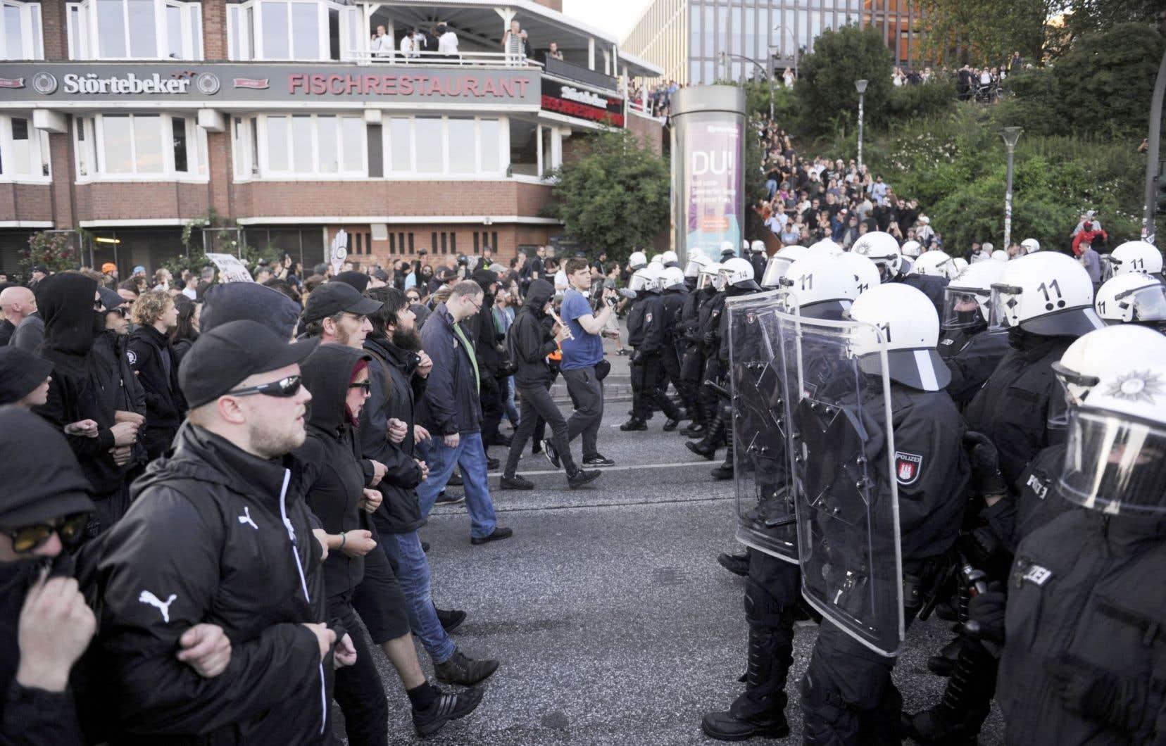 Des protestataires se sont heurtés aux forces de l'ordre jeudi après-midi, quelques heures avant l'ouverture du sommet à Hambourg.