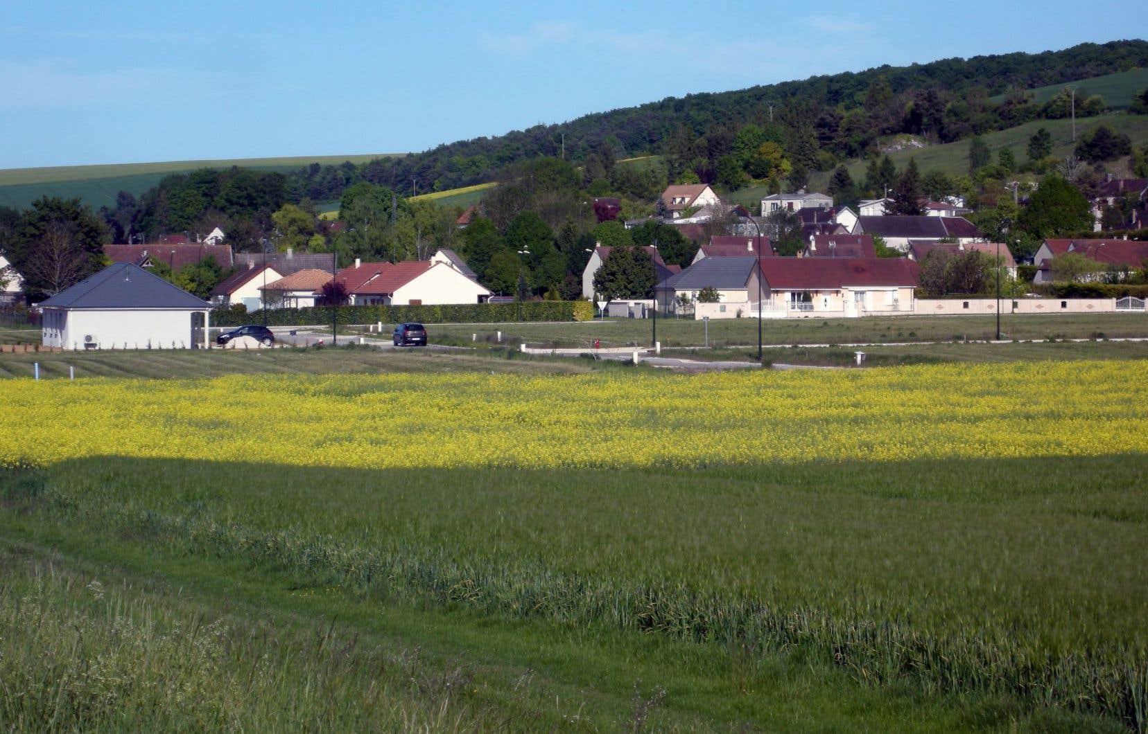 Vue du village de Neuville-sur-Vanne