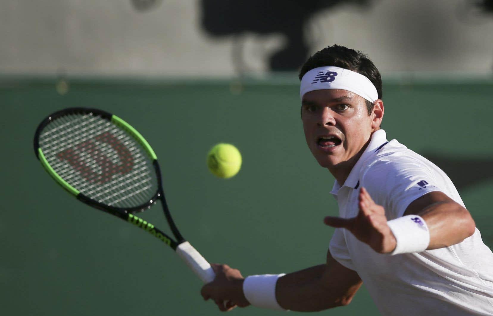Le Canadien Milos Raonic a atteint les quarts de finale au tournoi de Wimbledon après avoir pris la mesure de l'Allemand Alexander Zverev.